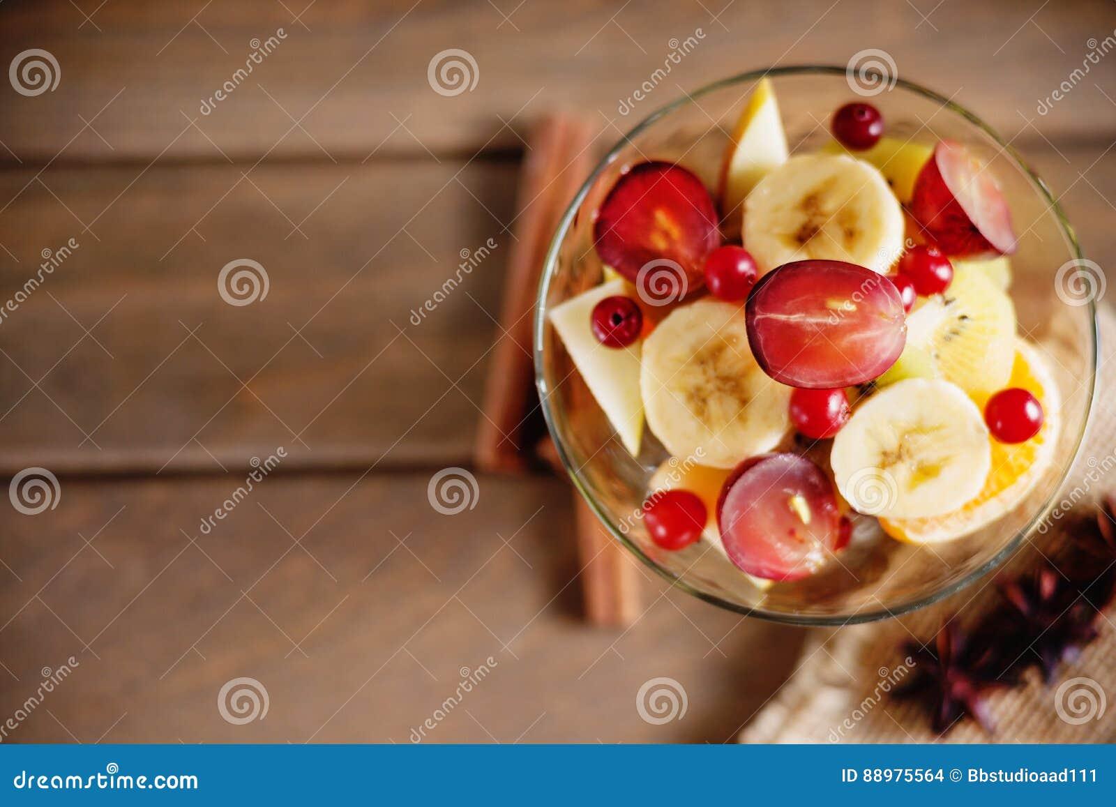 Salada, anis e canela de fruto