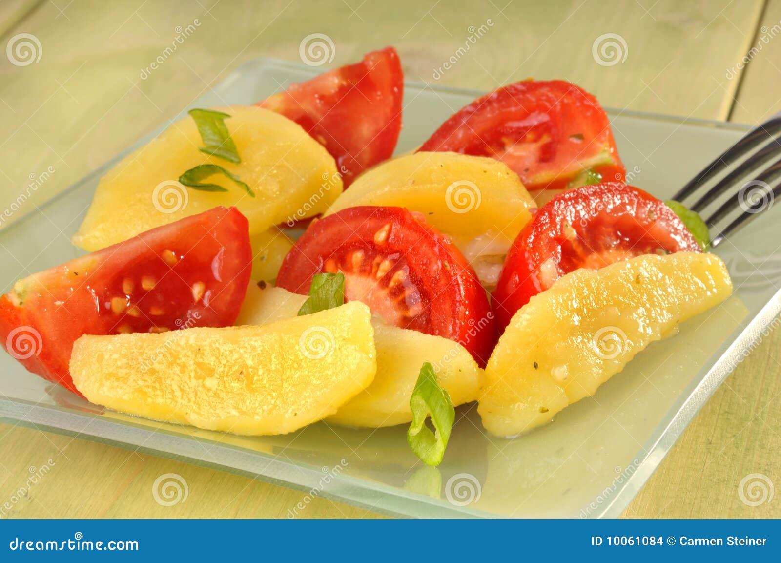 Salada da batata e do tomate