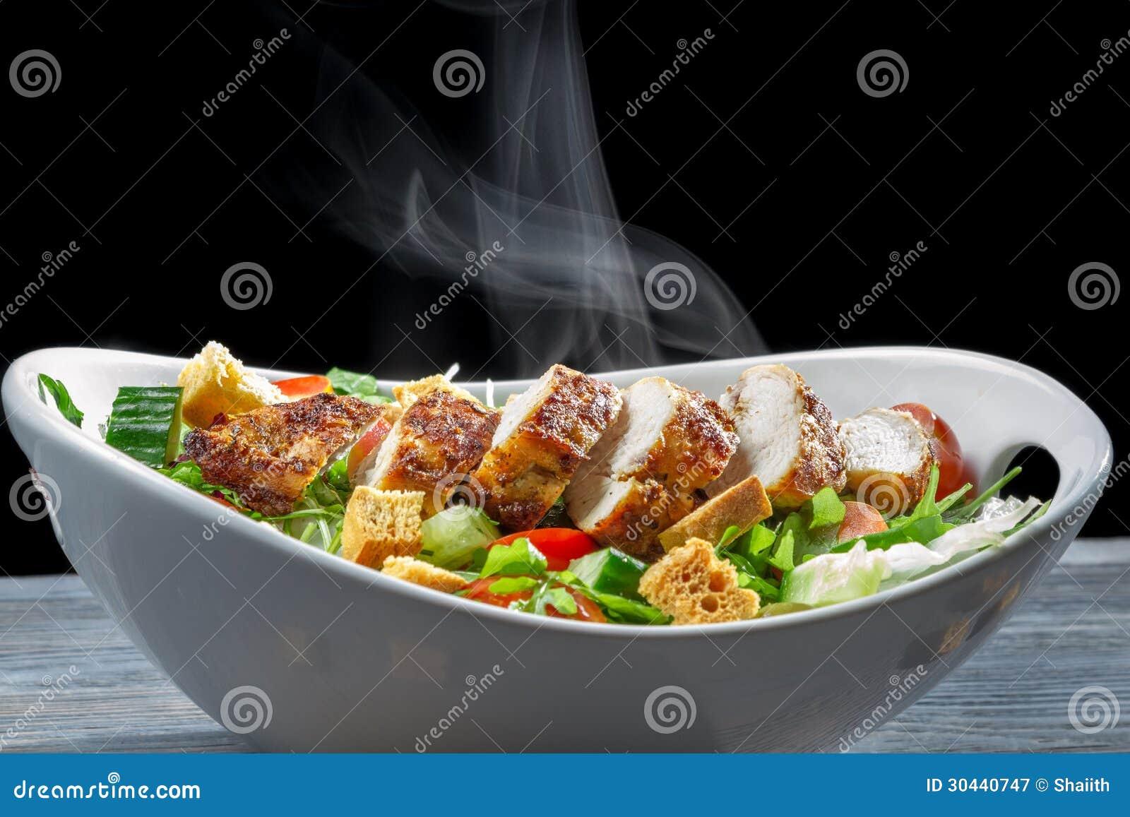 Salada de Caesar feita de ingredientes frescos