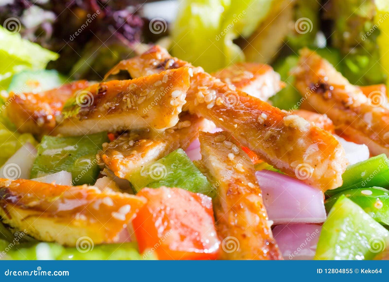 Salada de galinha do sésamo