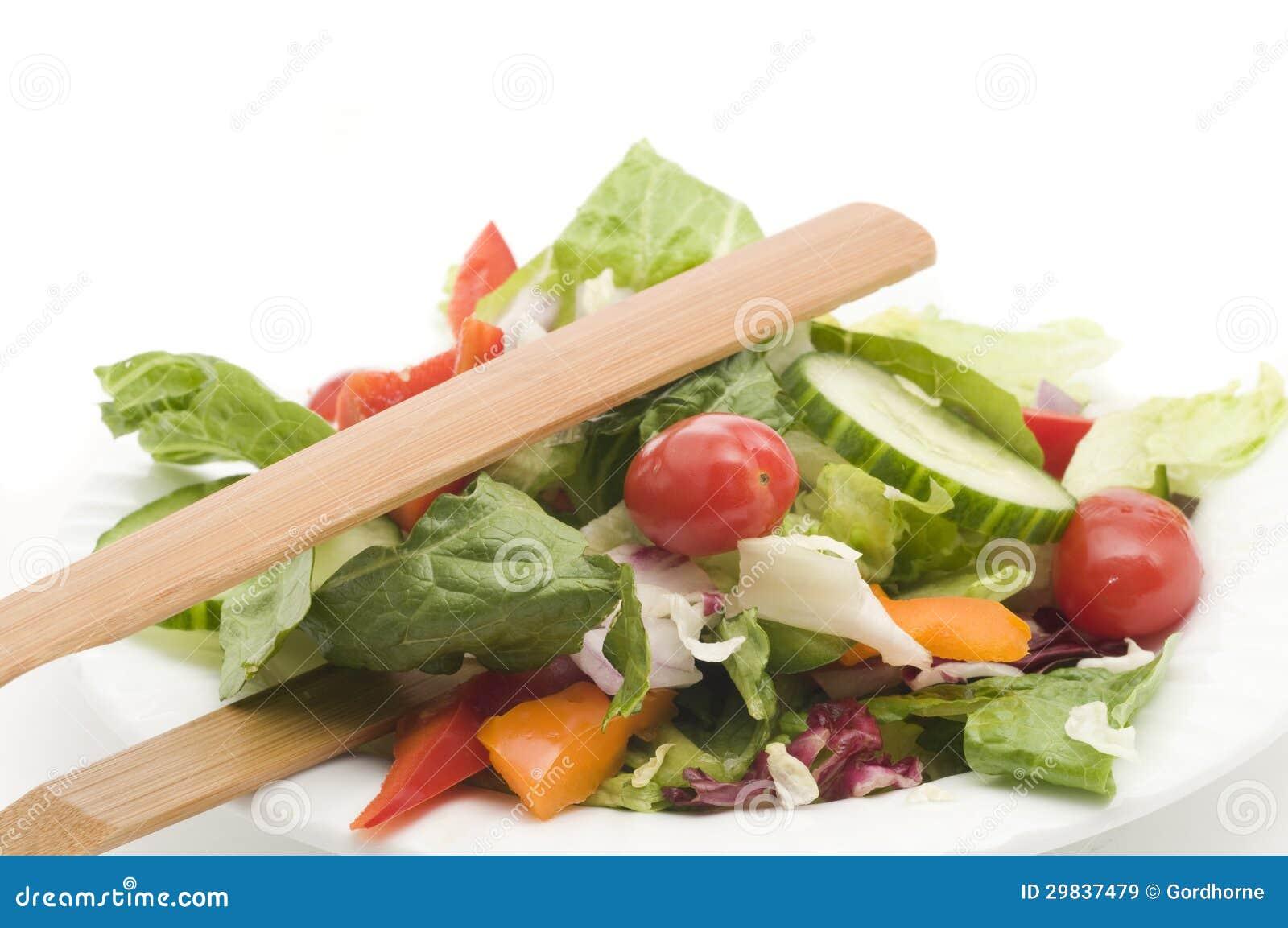 Salada do jardim no branco