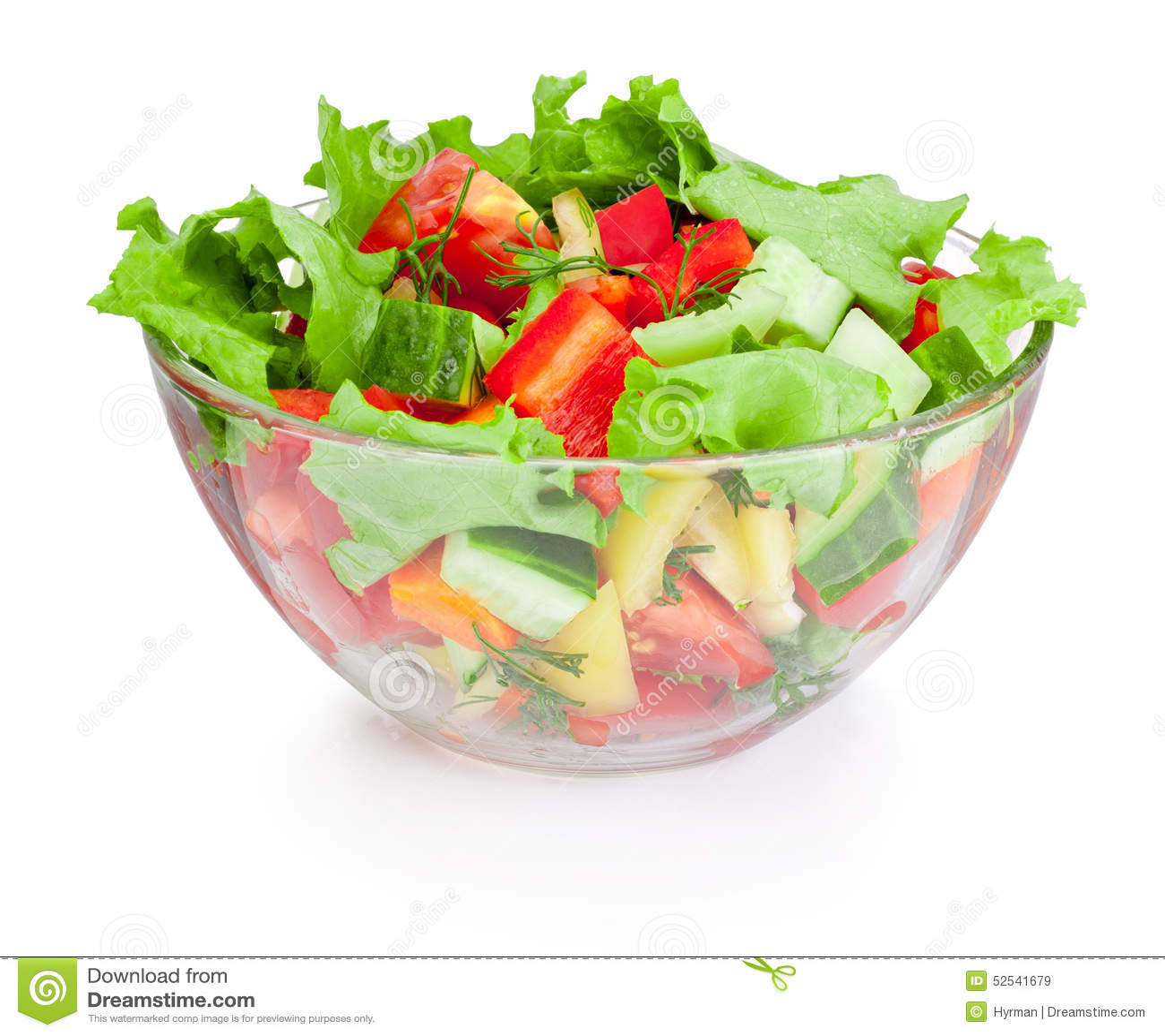 Salada do legume fresco na bacia de vidro isolada no fundo branco