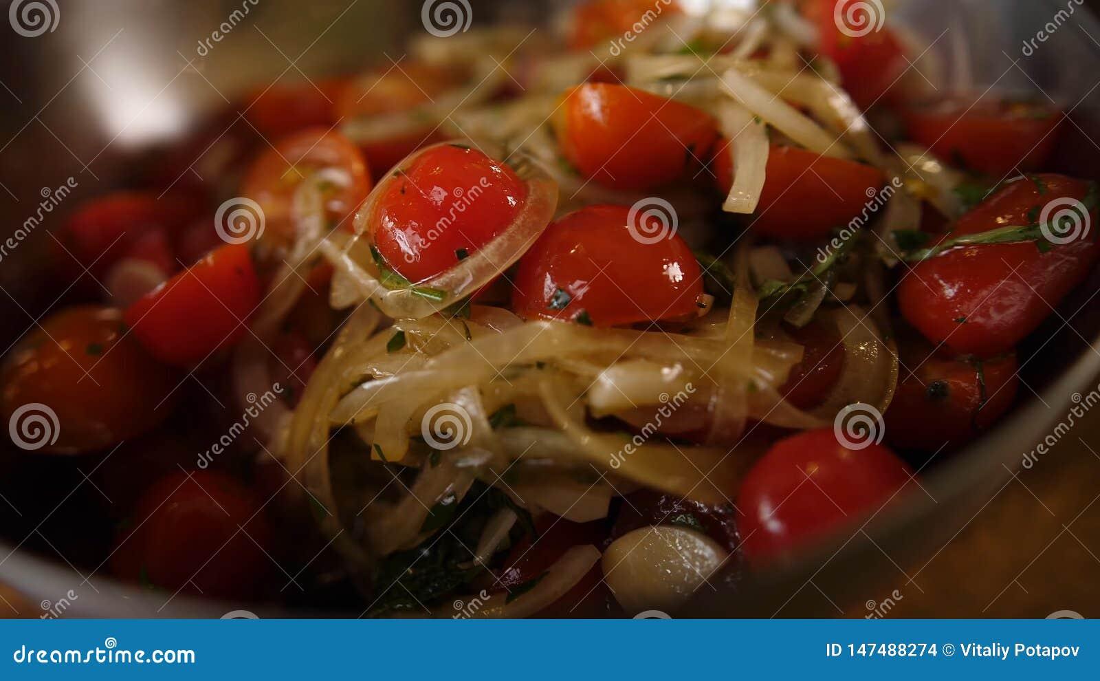 Salada fresca do tomate e da cebola