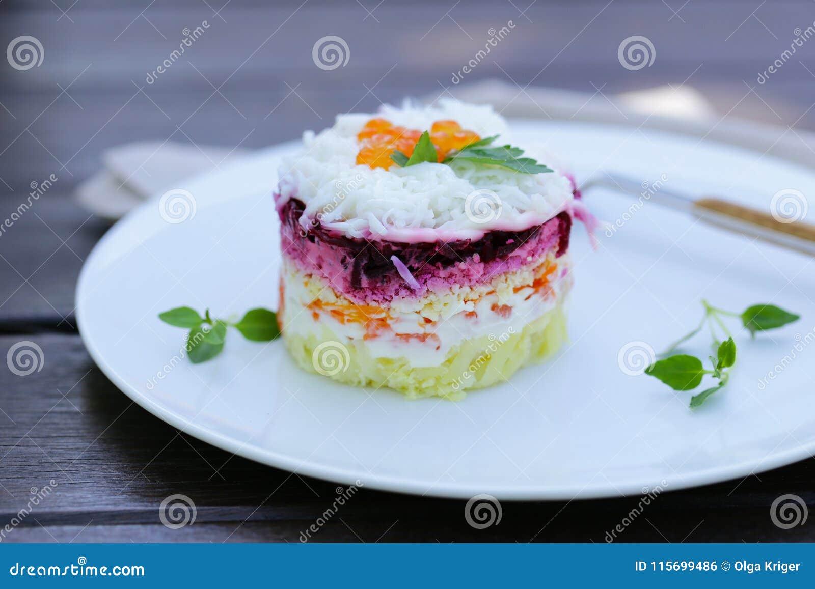 Salada mergulhada com beterrabas
