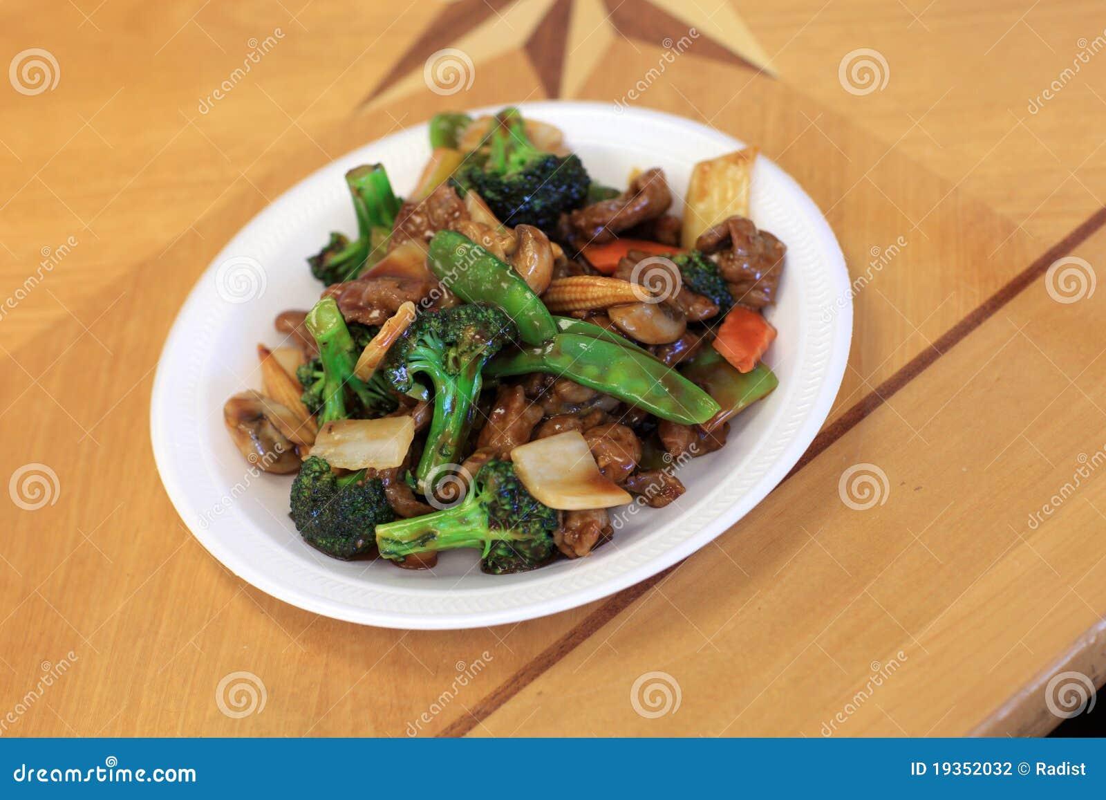 Salada no restaurante chinês