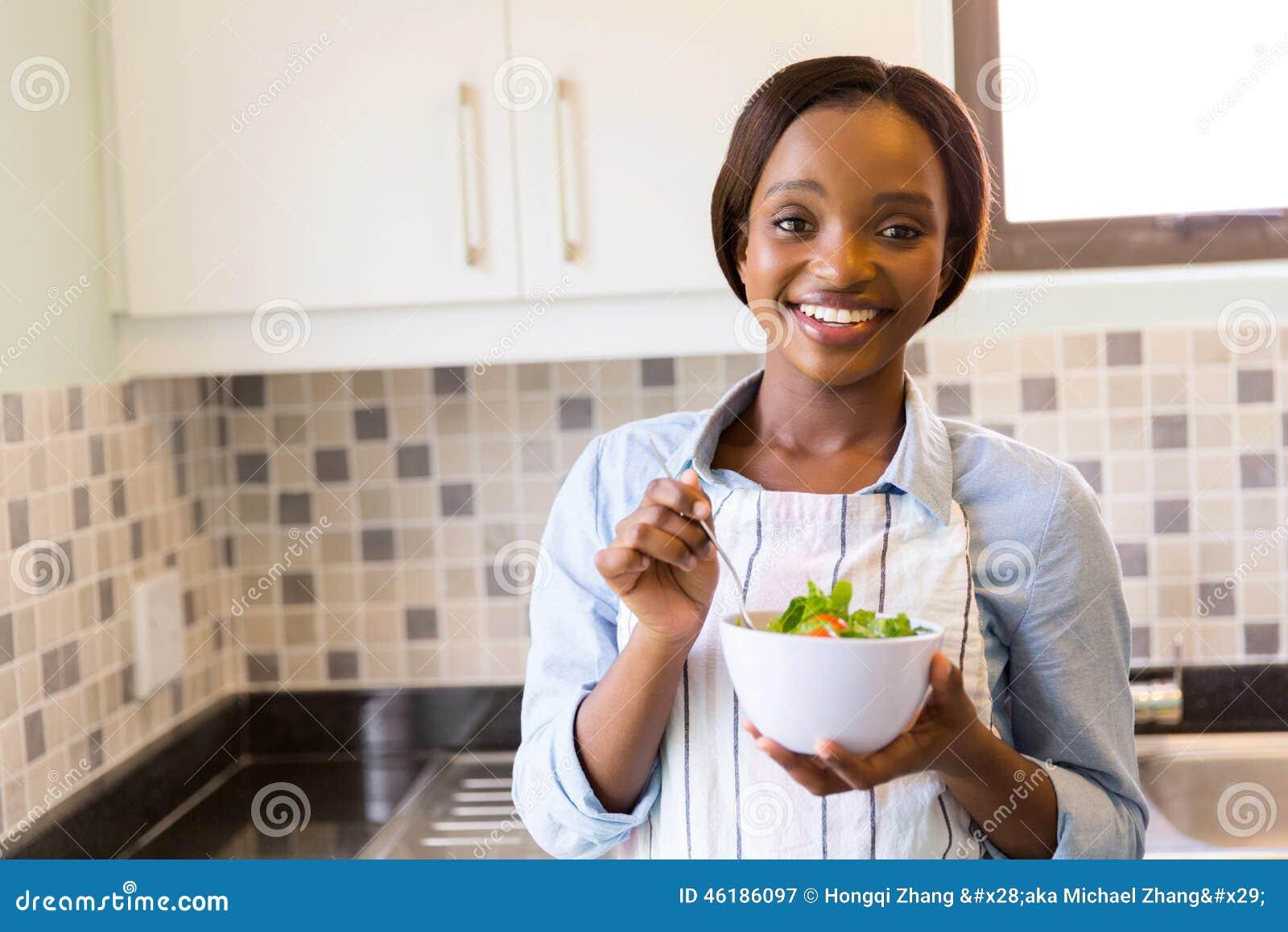 Salada verde da mulher