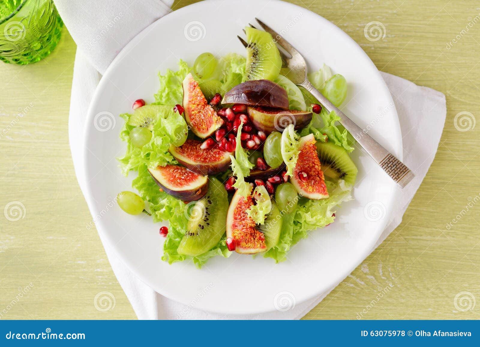 Download Salade Avec Des Figues Et Des Raisins Photo stock - Image du légume, fruit: 63075978
