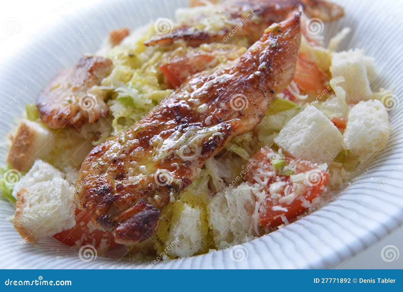 Salade avec le croûton et la viande