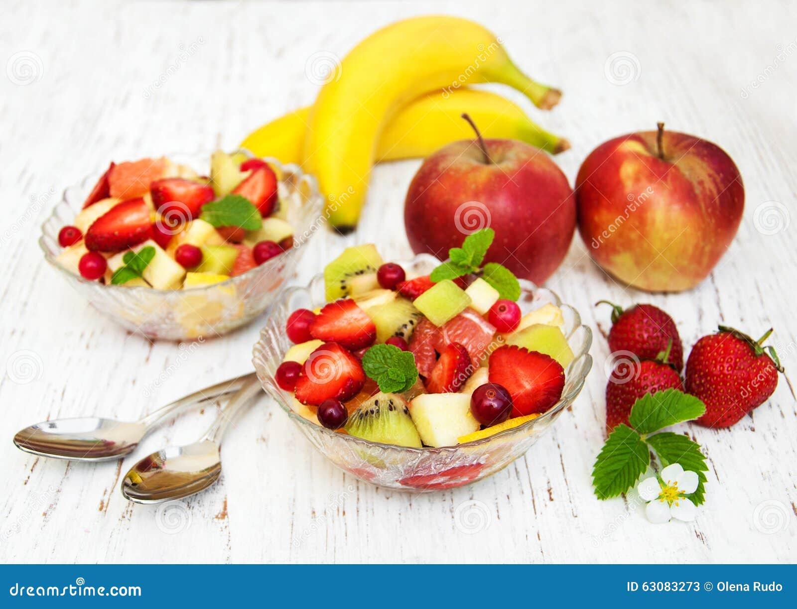 Download Salade Avec Les Fruits Frais Image stock - Image du baie, nutrition: 63083273