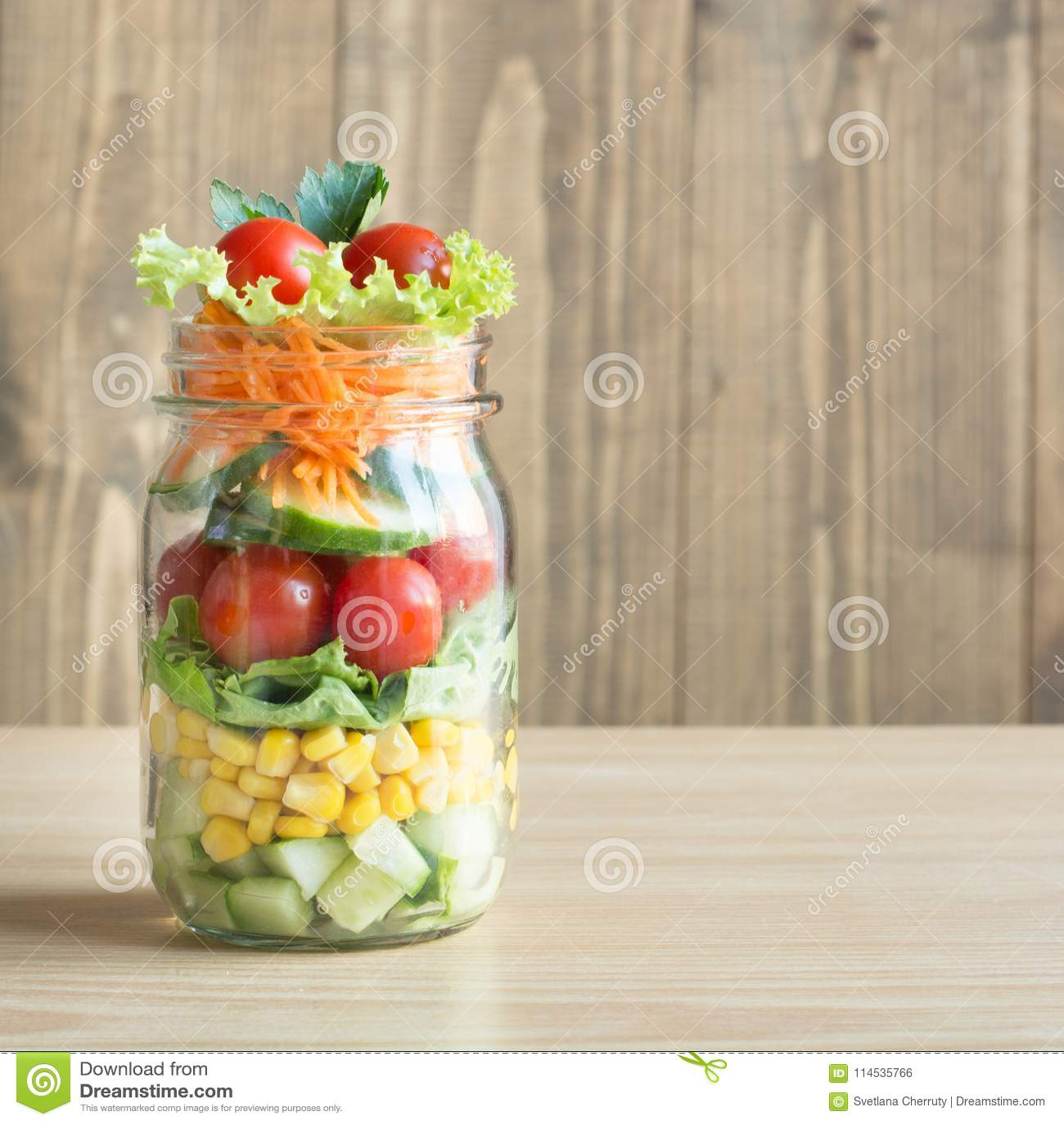 Tomate En Pot Conseil salade colorée faite maison saine végétale dans le pot de