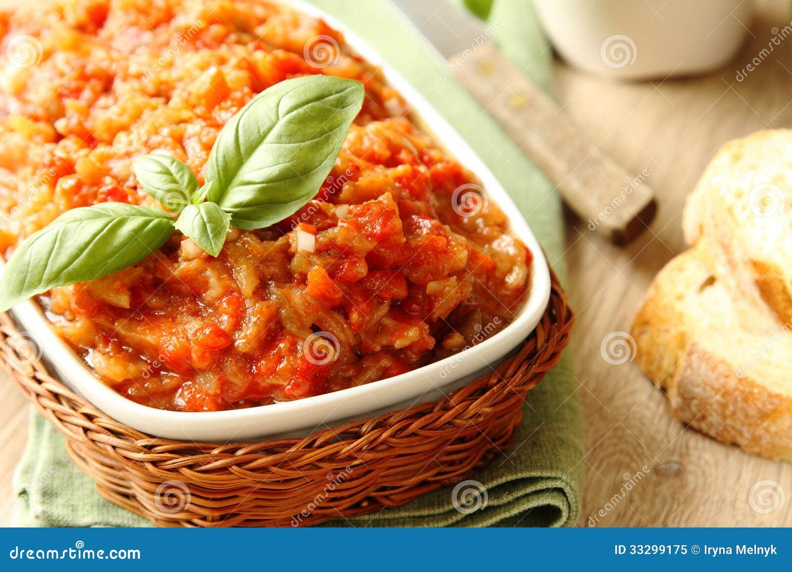 Salade d 39 aubergine caviar dans la cuvette nourriture for Cuisine ukrainienne