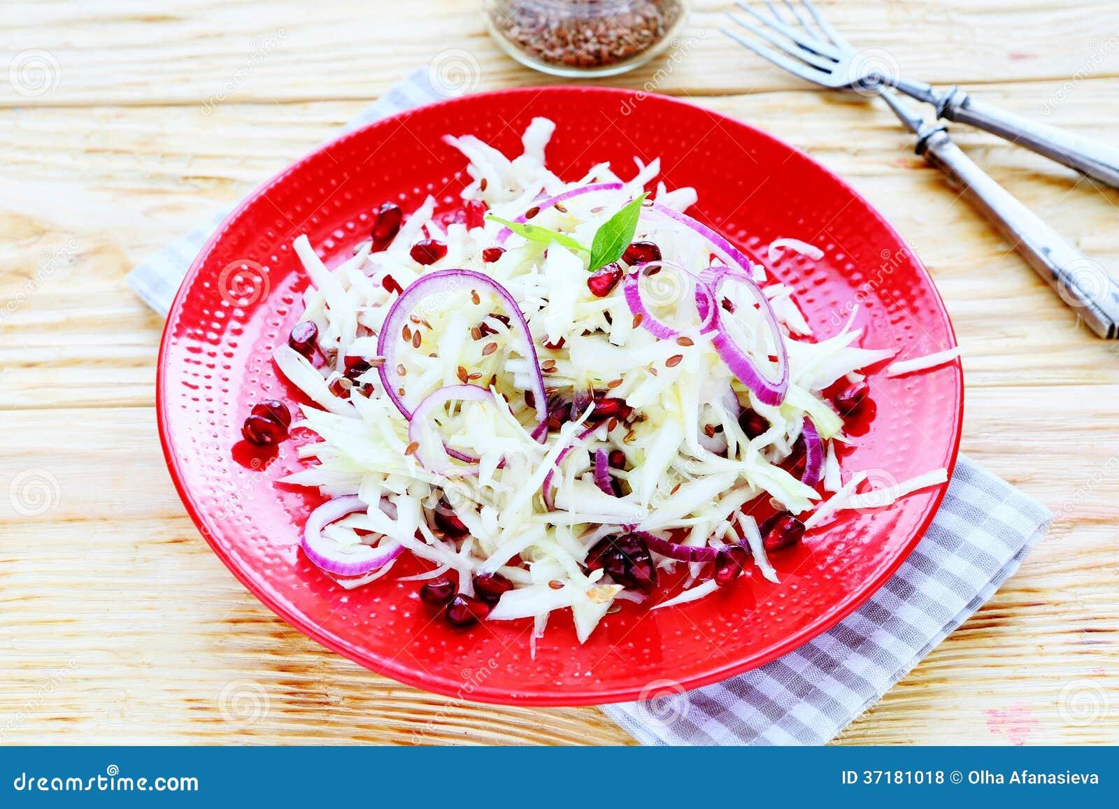 Salade d hiver avec le chou et la grenade