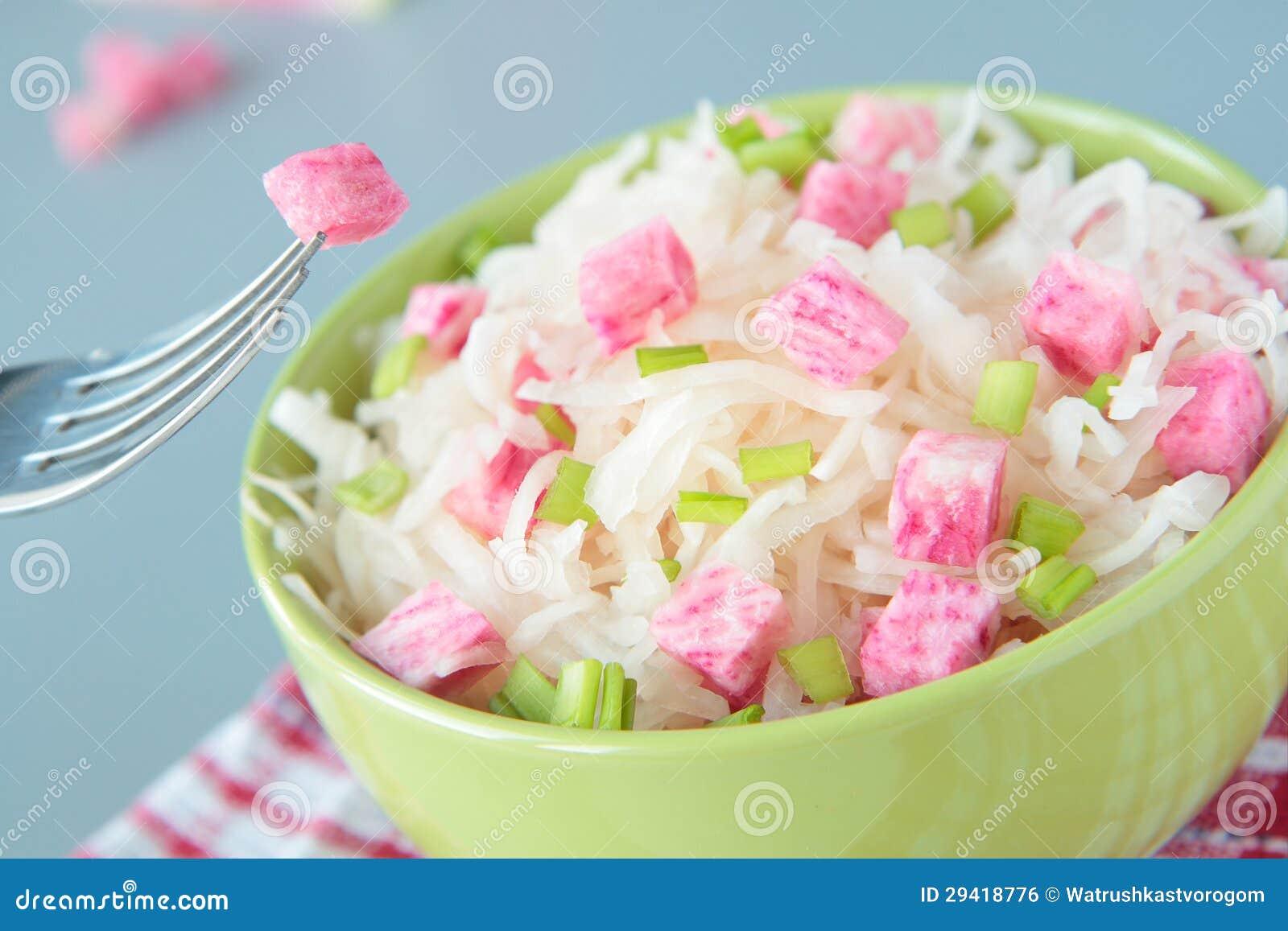 Salade de choucroute de radis rose et d 39 oignon vert image libre de droits image 29418776 - Radis rose d hiver de chine ...