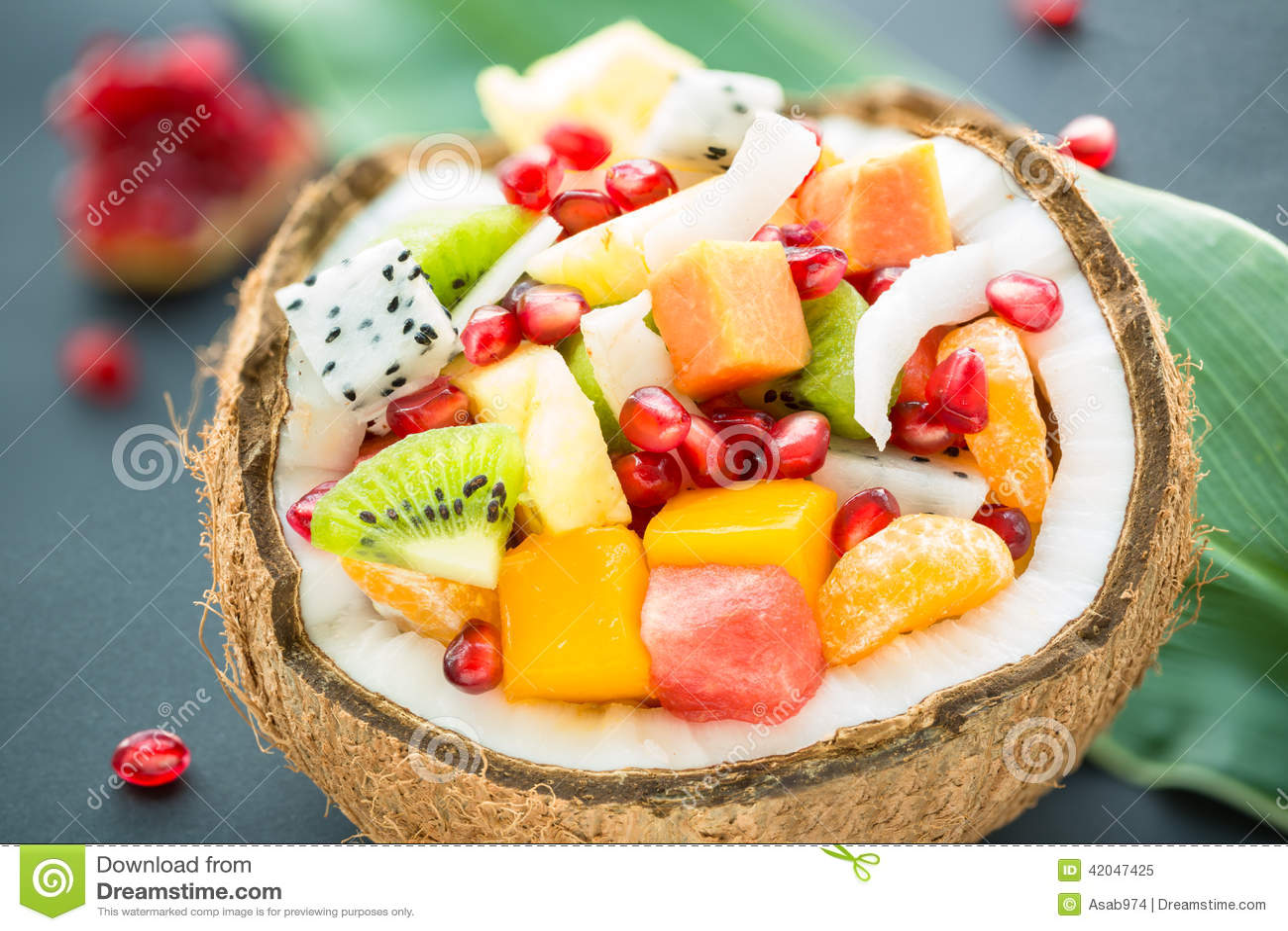 Salade de fruits exotique image stock image du cuvette - Image fruit exotique ...