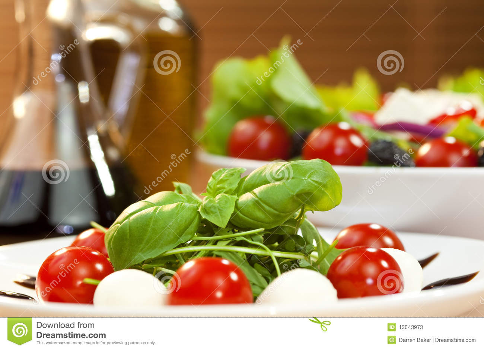 Salade de Mozarella Rocket de tomate avec l huile d olive