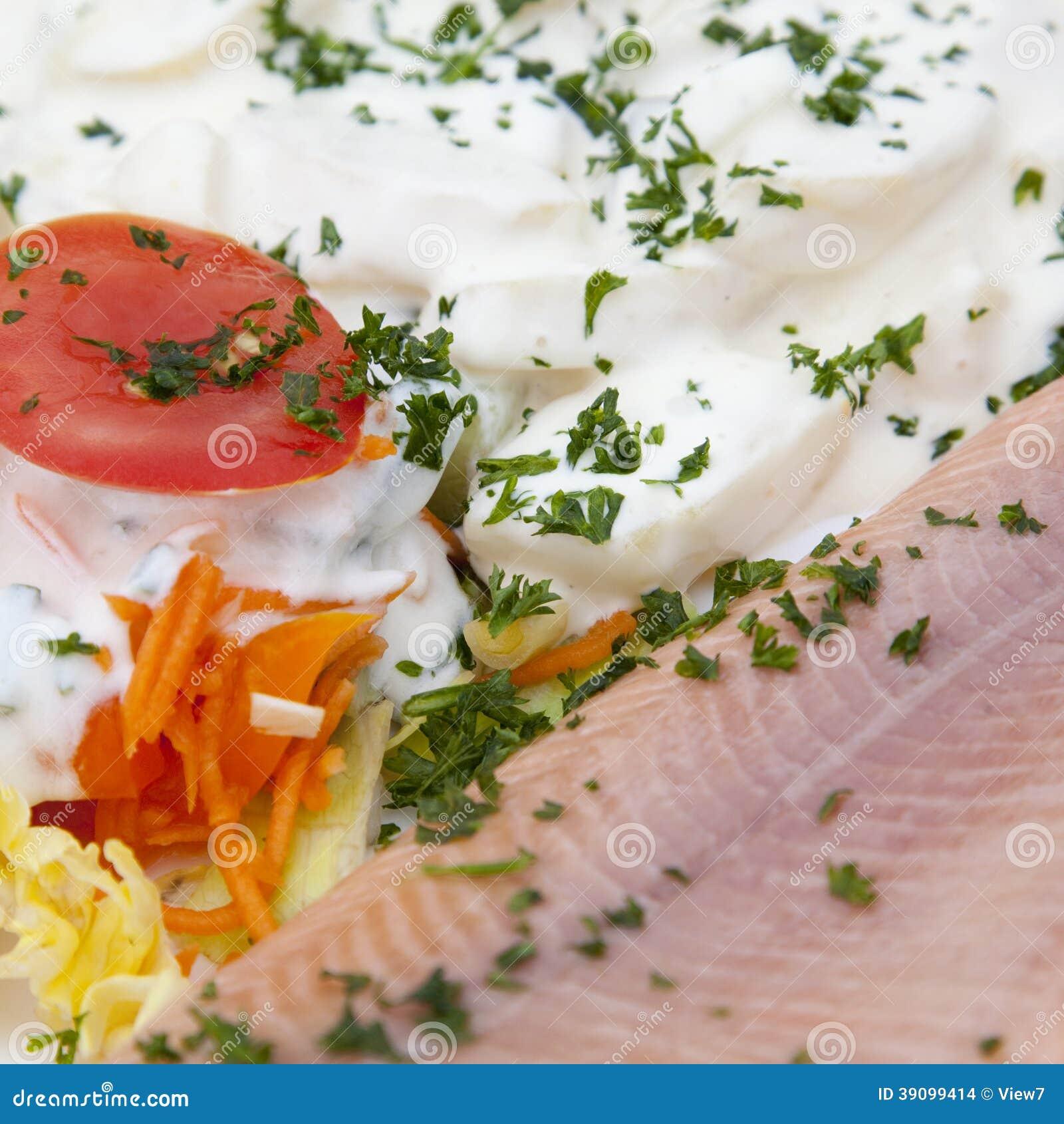 Salade de poisson cru et de mayonnaise photo stock image for Salade pour accompagner poisson