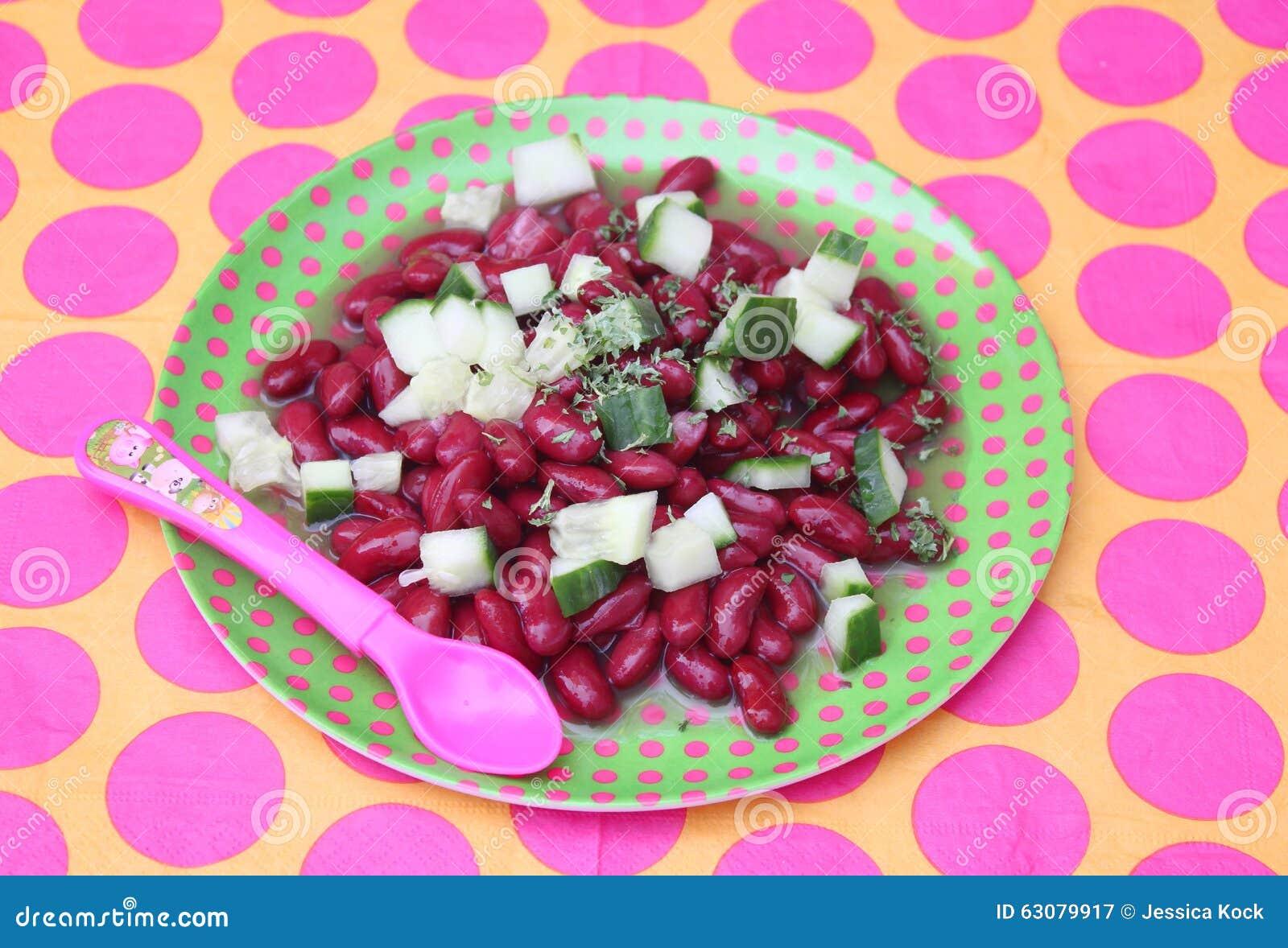 Download Salade des haricots image stock. Image du concombre, croûte - 63079917