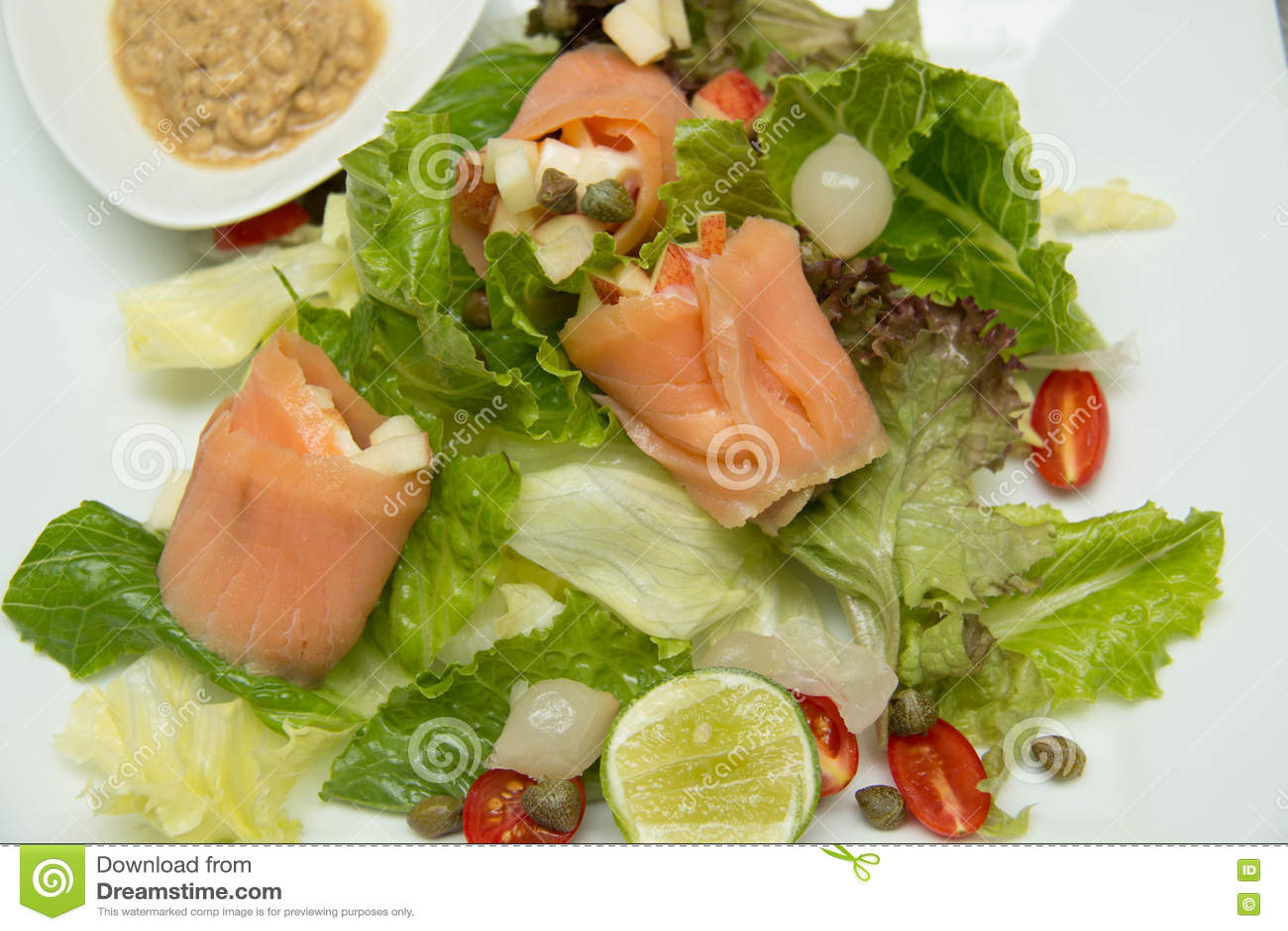 Salade gerookte zalm met groenten