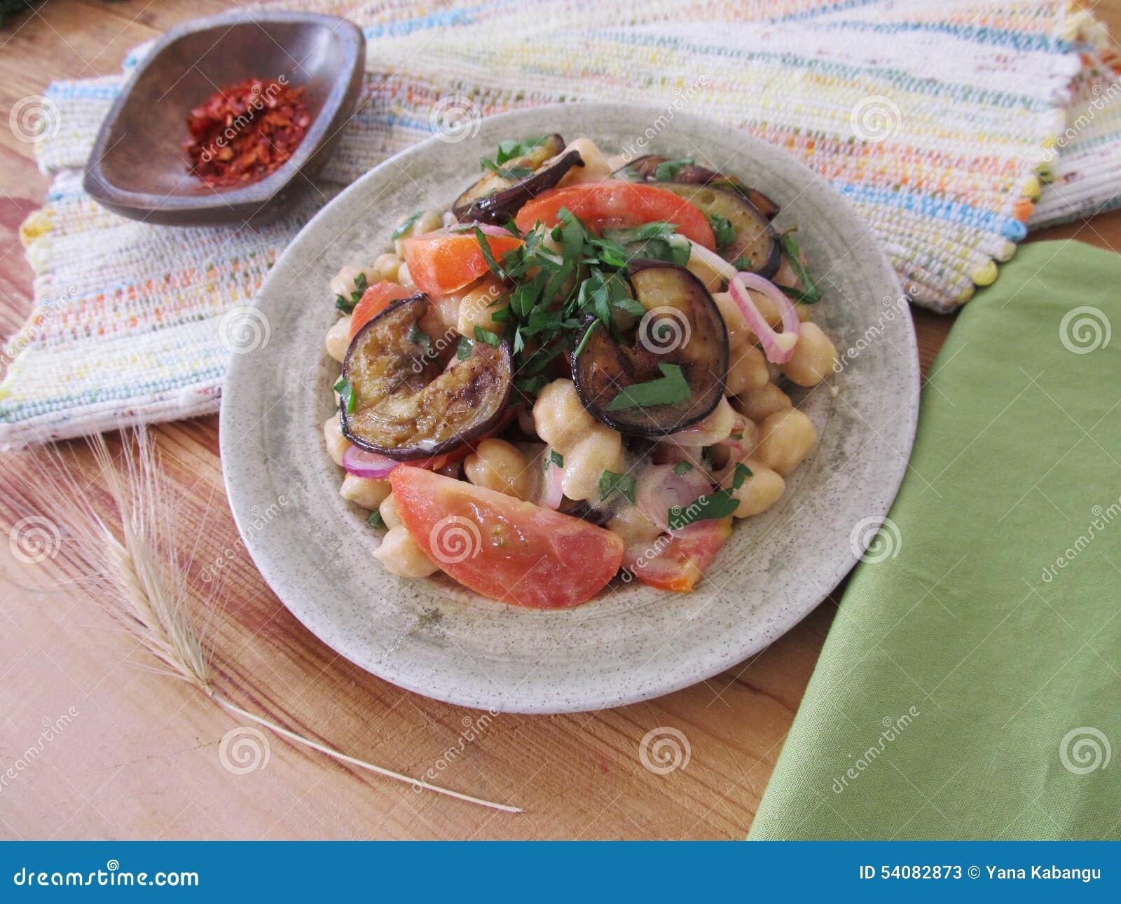 Salade met aubergines en kekers