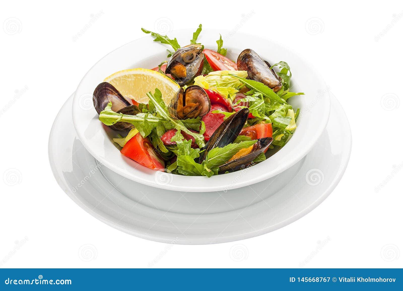 Salade met mosselen en chorizo Een traditionele Spaanse schotel