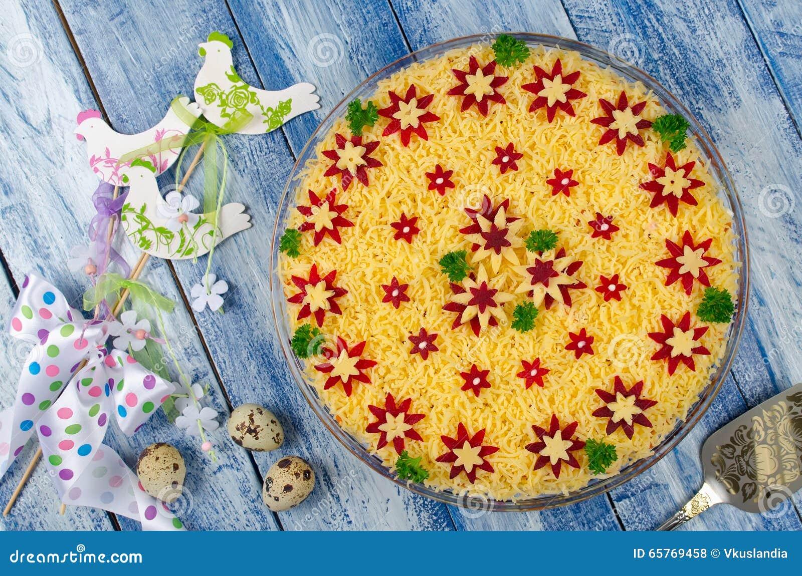 Salade Végétale Avec La Décoration De Ressort Photo stock