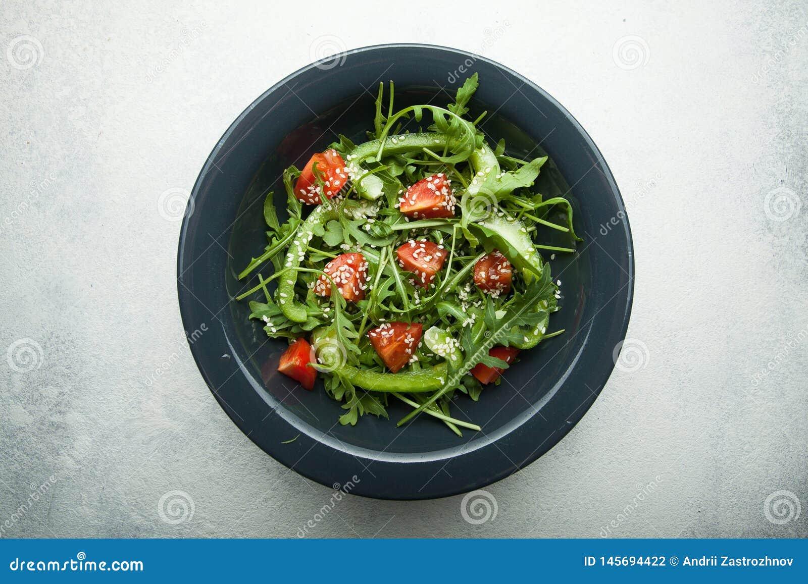Salade végétale organique avec le contenu faible en calories pour la perte de poids Vue sup?rieure