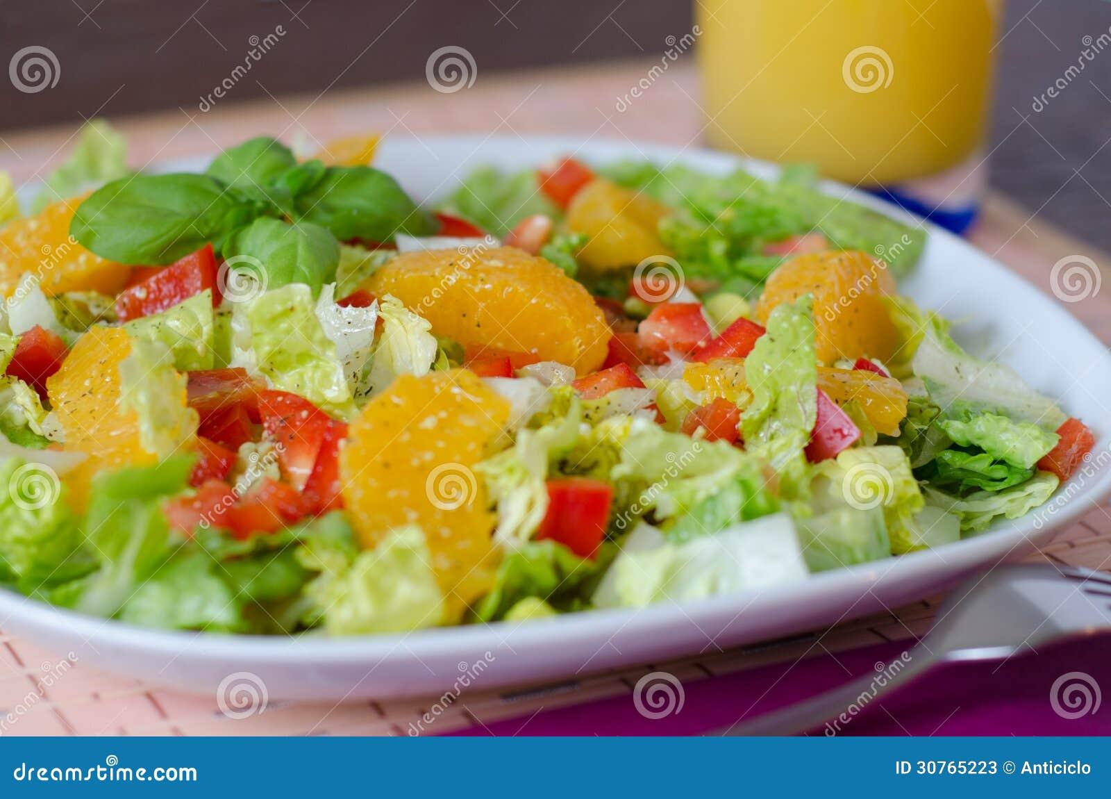 Salade verte avec le poivron rouge et l 39 orange fra che photos stock image 30765223 - Salade verte calorie ...