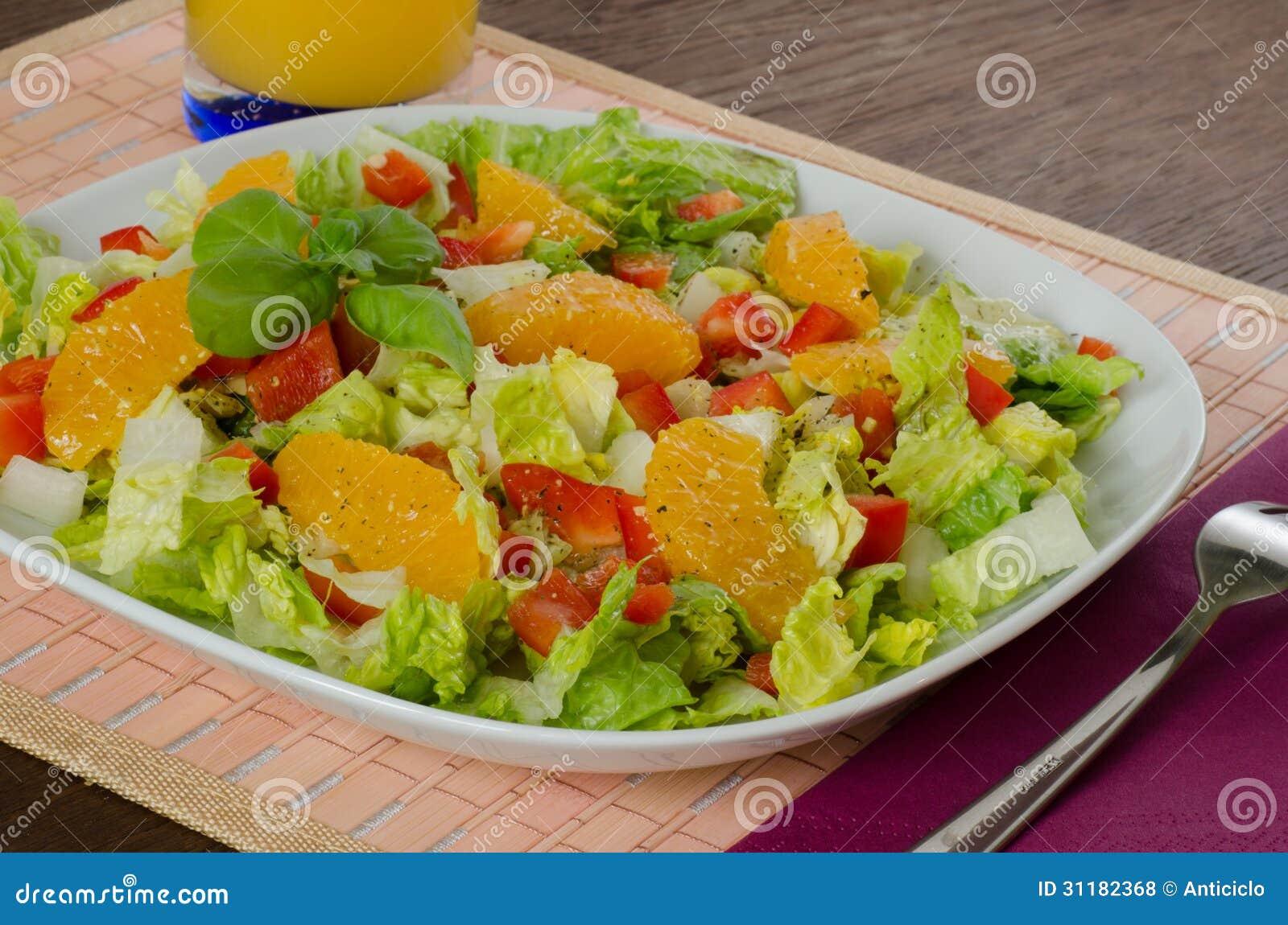 Salade verte avec le poivron rouge et l 39 orange fra che photos libres de droits image 31182368 - Salade verte calorie ...