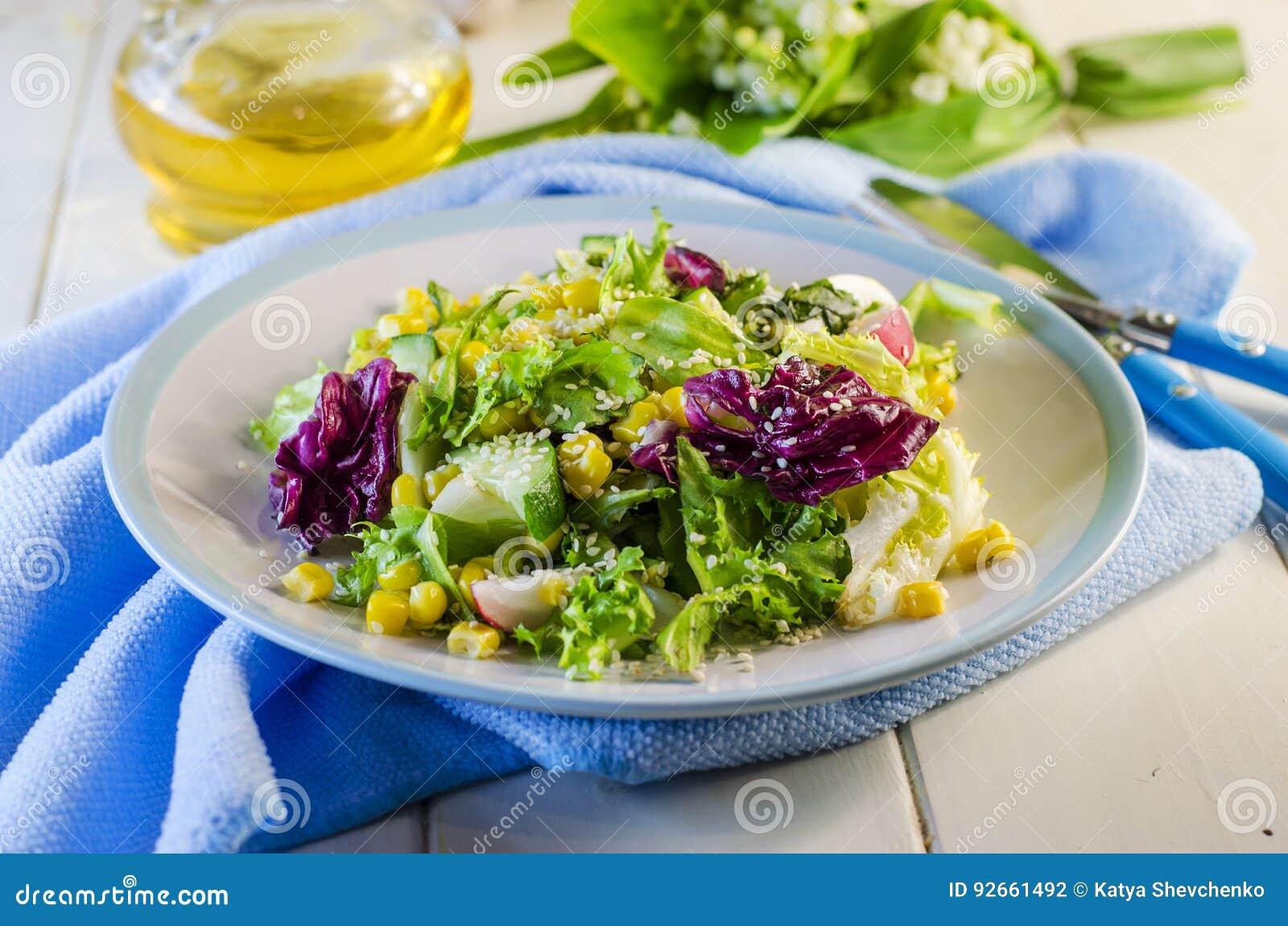 salade verte diététique fraîche photo stock - image du sain