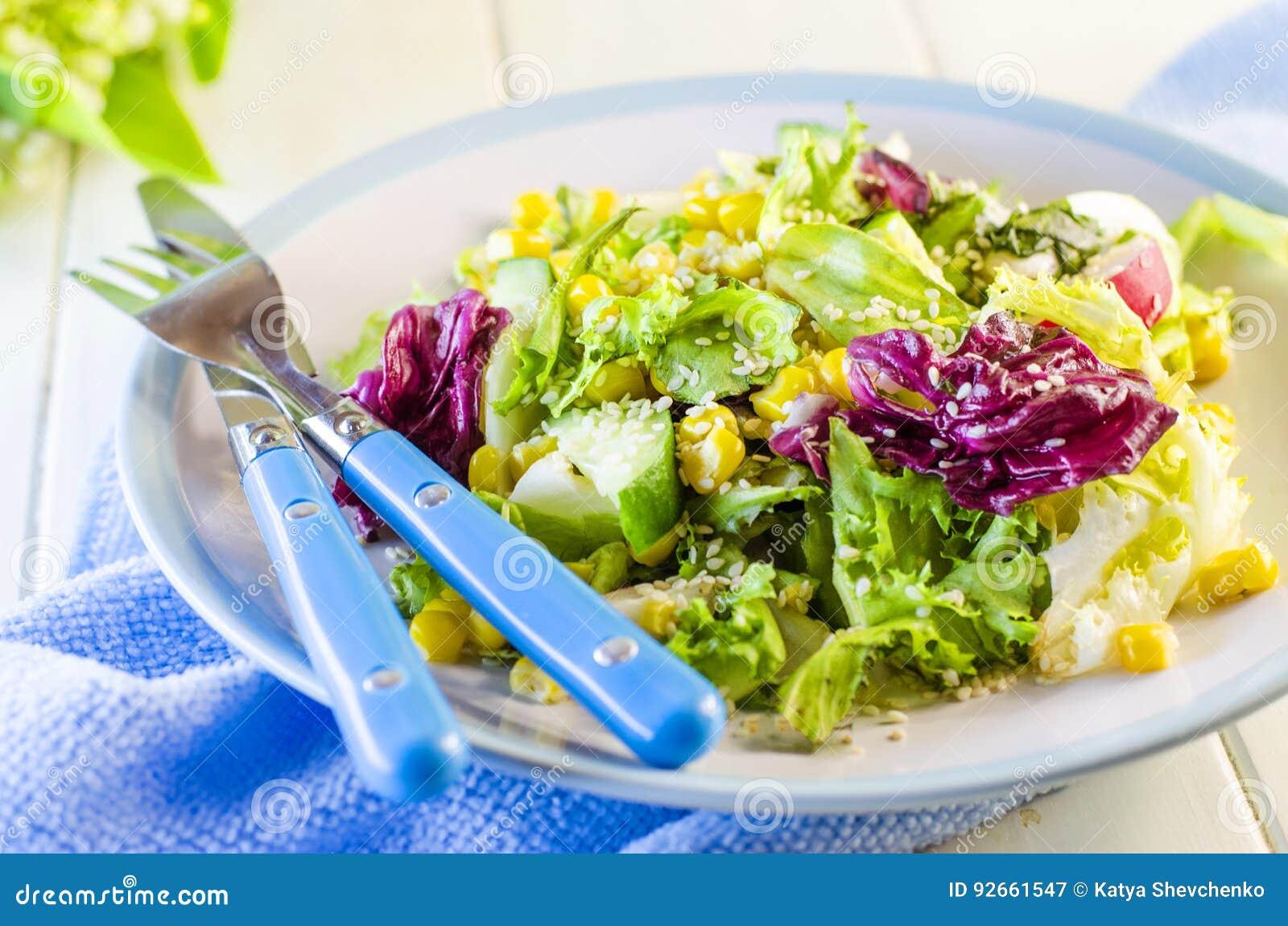salade verte diététique fraîche image stock - image du nourriture