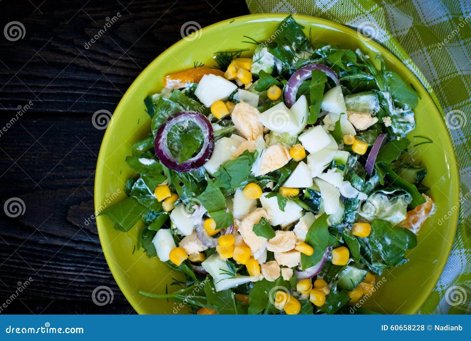 salade verte fraîche avec l'oseille photo stock - image du herbe