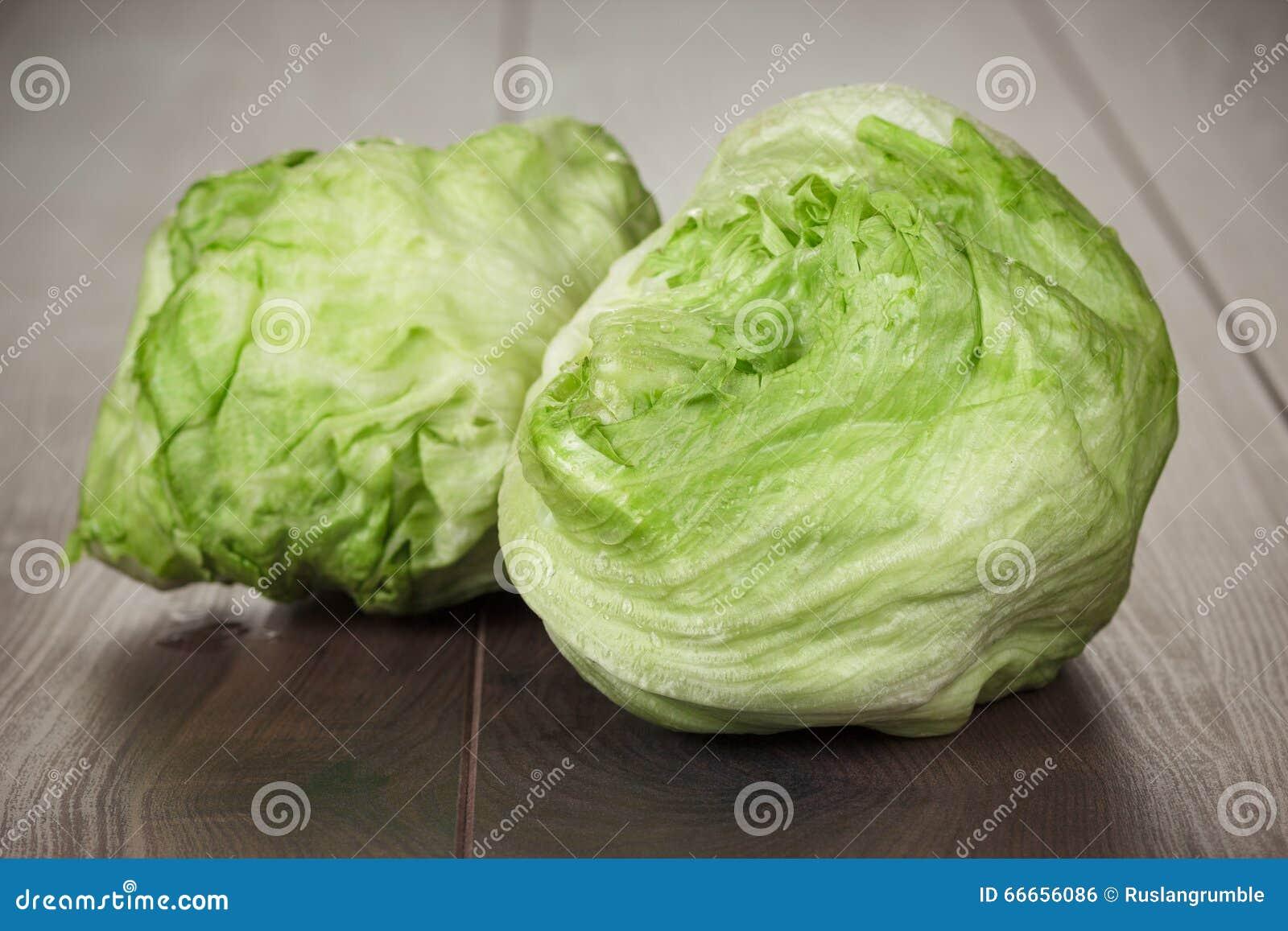 salade verte fraîche d'iceberg photo stock - image du ingrédient