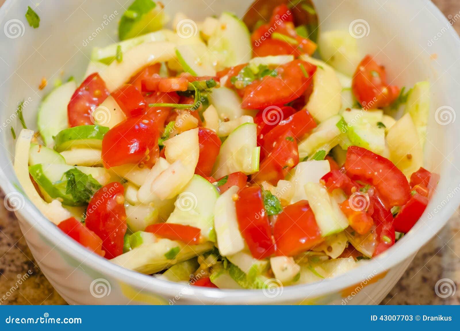 Salade vruchten groenten tomaat groen eten vegetarische gezond voedende snack - Snack eten ...
