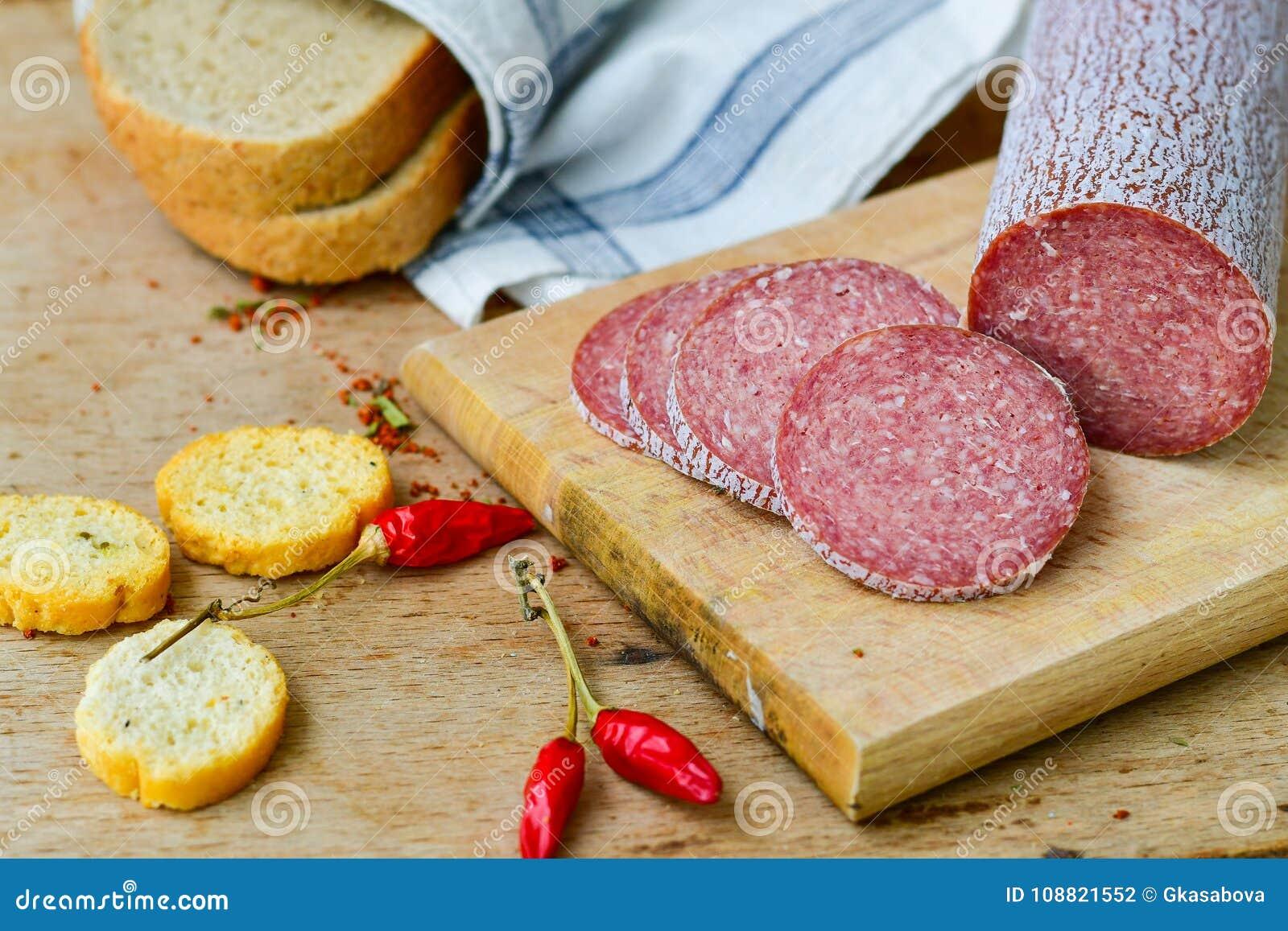 Salami en brood