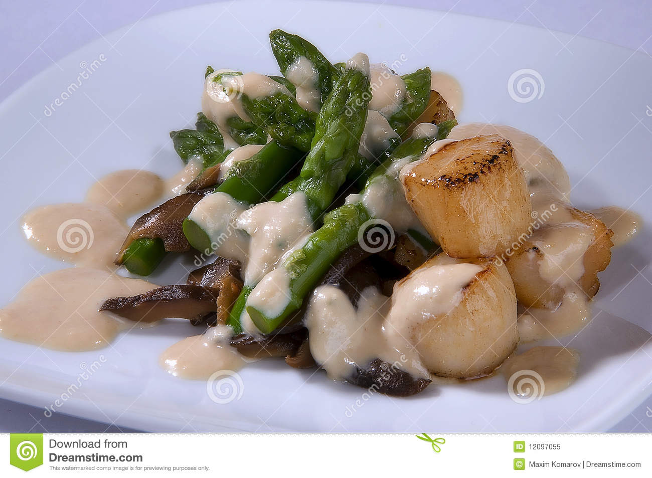 The Salat With Asparagus , Sea Scallop Royalty Free Stock ...