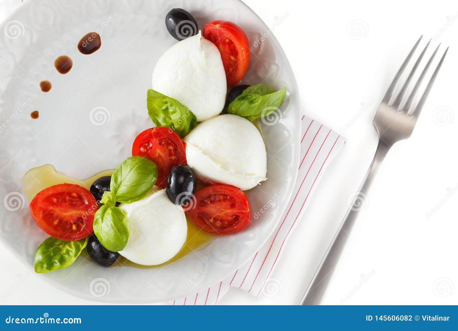 Salat mit italienischem Mozzarella Caprese