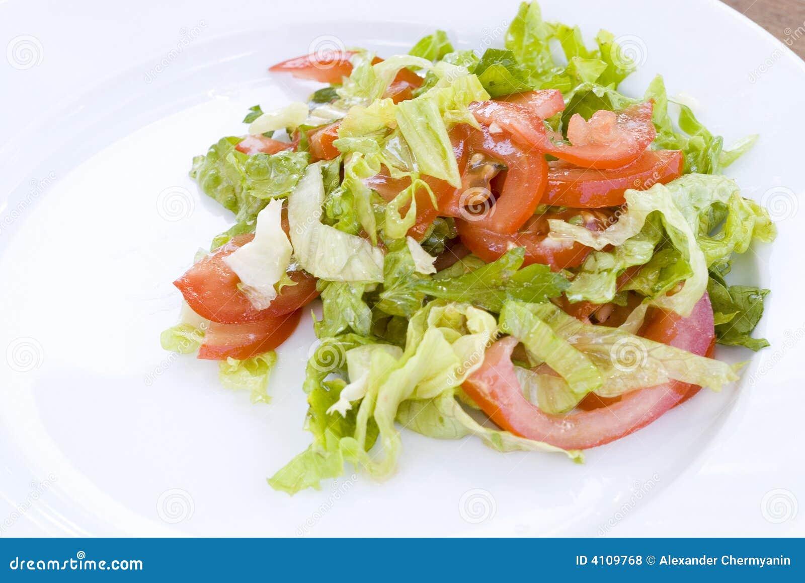 Salat von den Tomaten und vom Kopfsalat