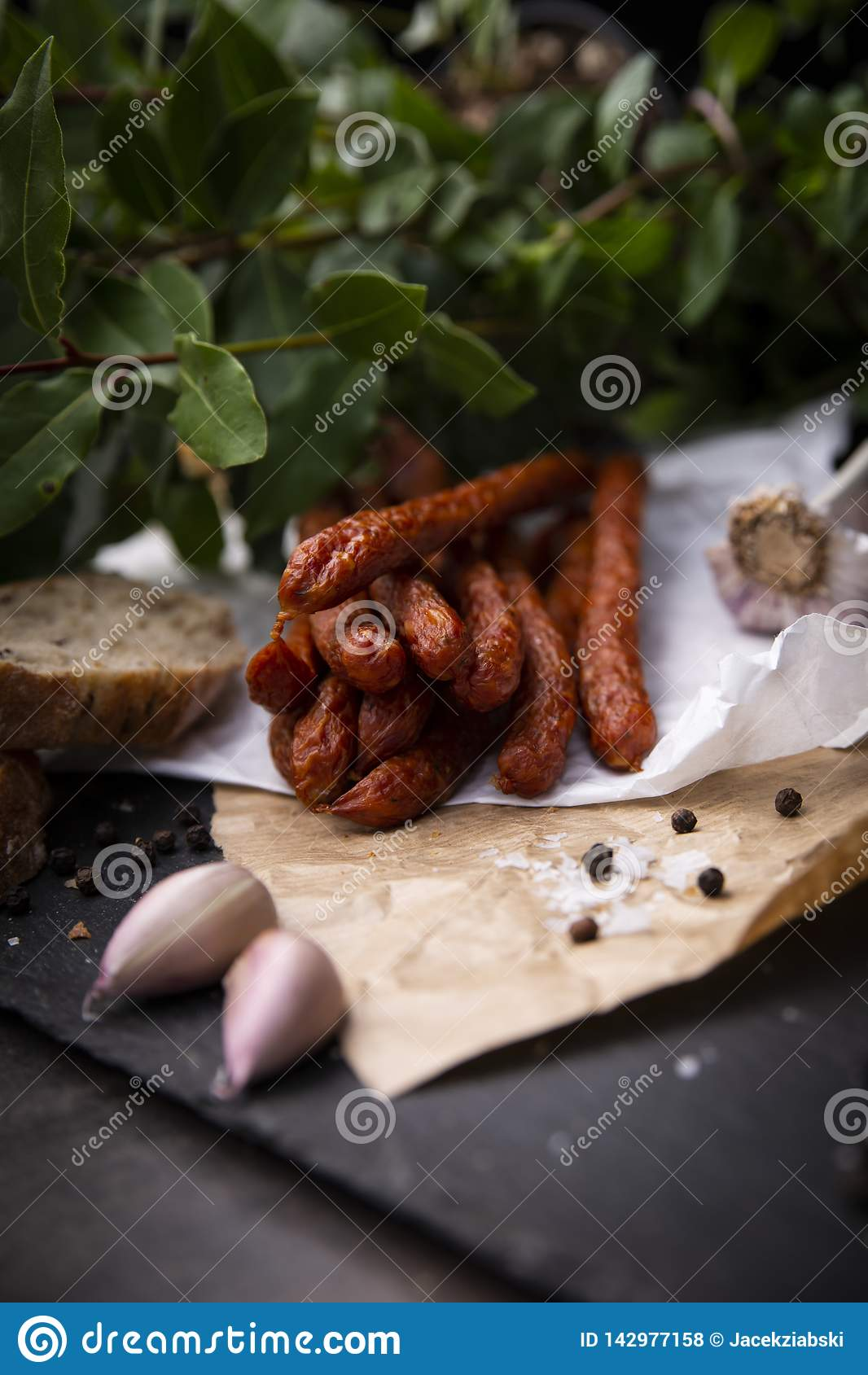 Salchicha seca Salchichas fumadas Salchicha del pa?s, salchicha hecha en casa