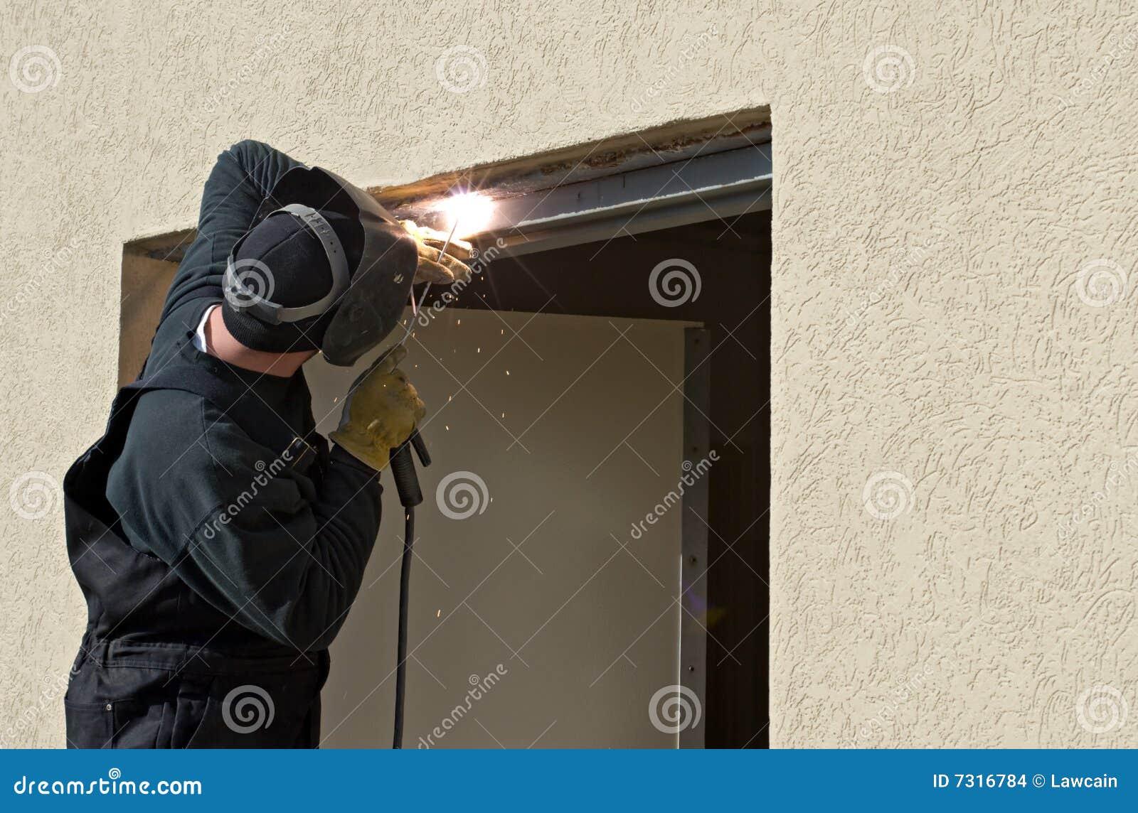 Download Saldatura Dell'ostruzione Del Portello Dell'arco Fotografia Stock - Immagine di faccia, maschile: 7316784