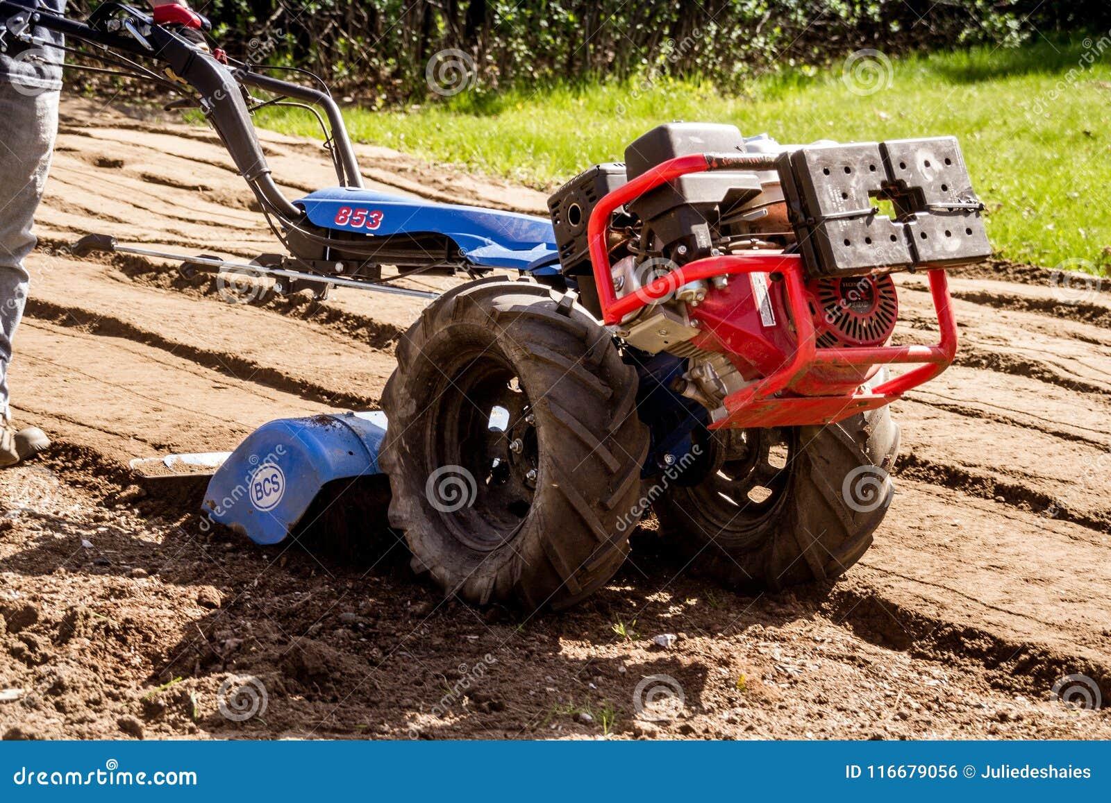 Saleté Fonctionnante De Sol De Tracteur De BCS 853 De