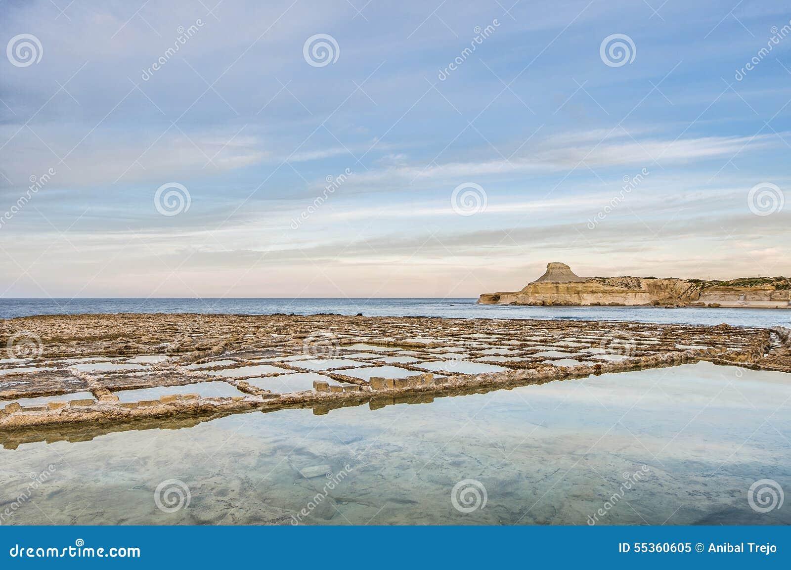 Sali le pentole vicino a Qbajjar in Gozo, Malta