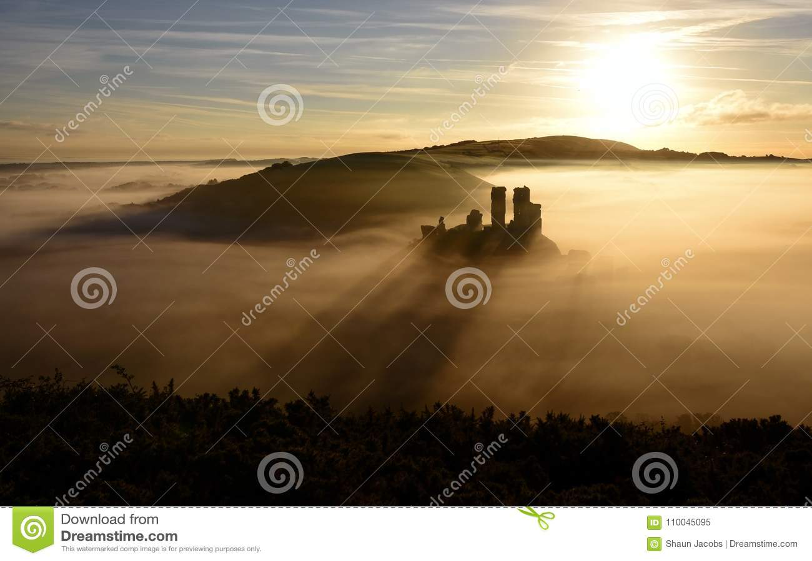 Salida del sol del castillo de Corfe