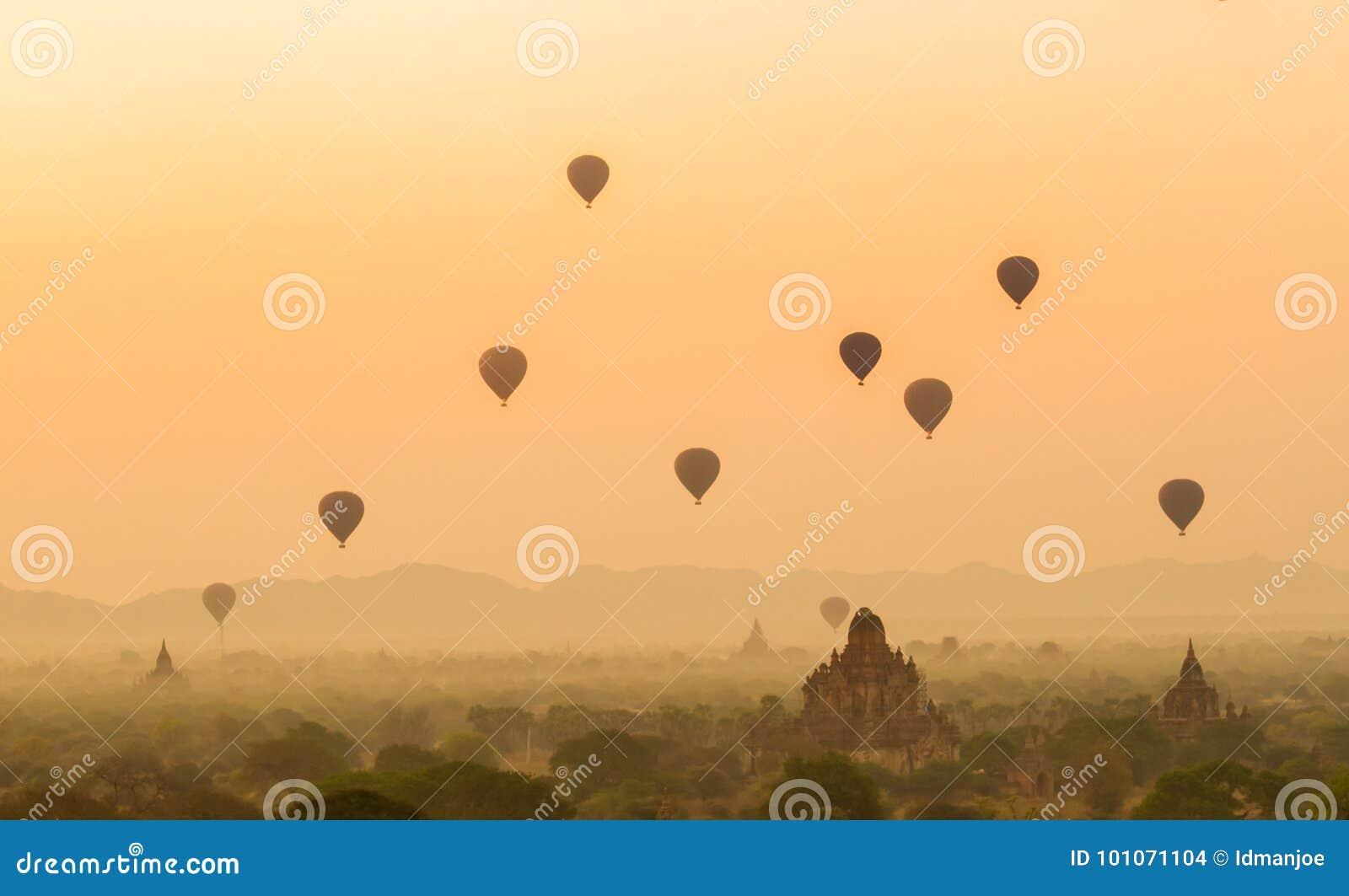 Salida del sol de Bagan