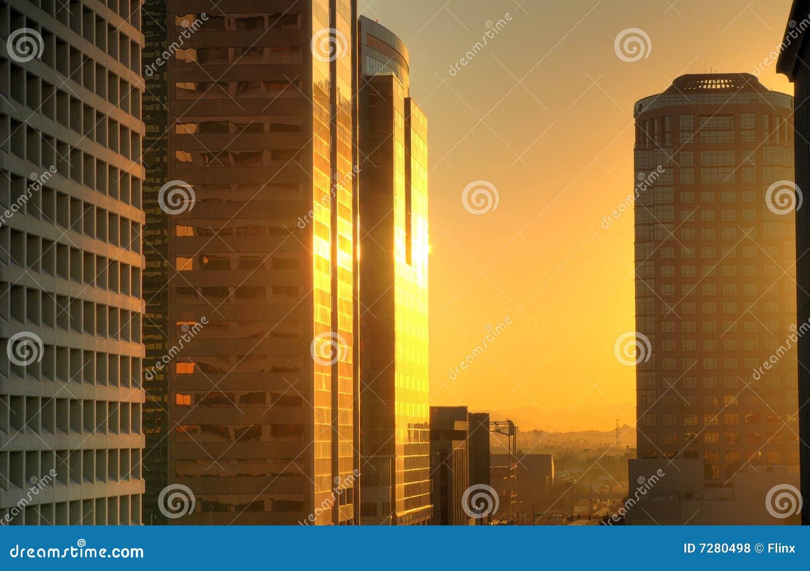 Salida del sol de la ciudad