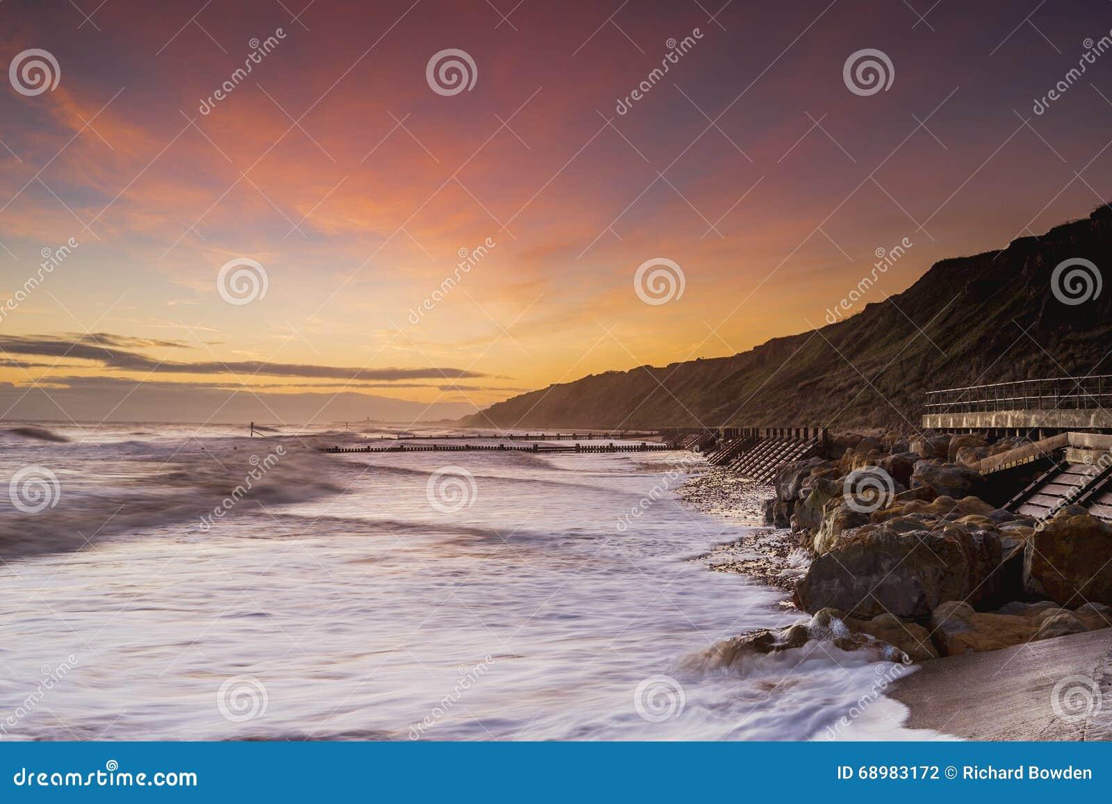 Salida del sol de la playa de Mundesley