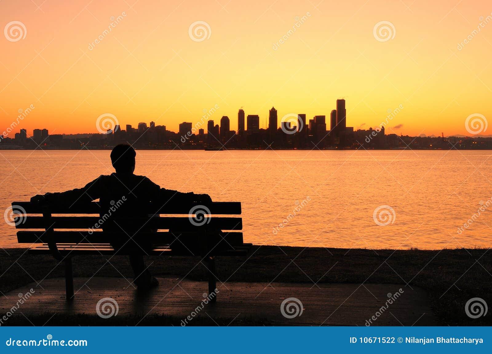 Salida del sol de observación sobre Seattle