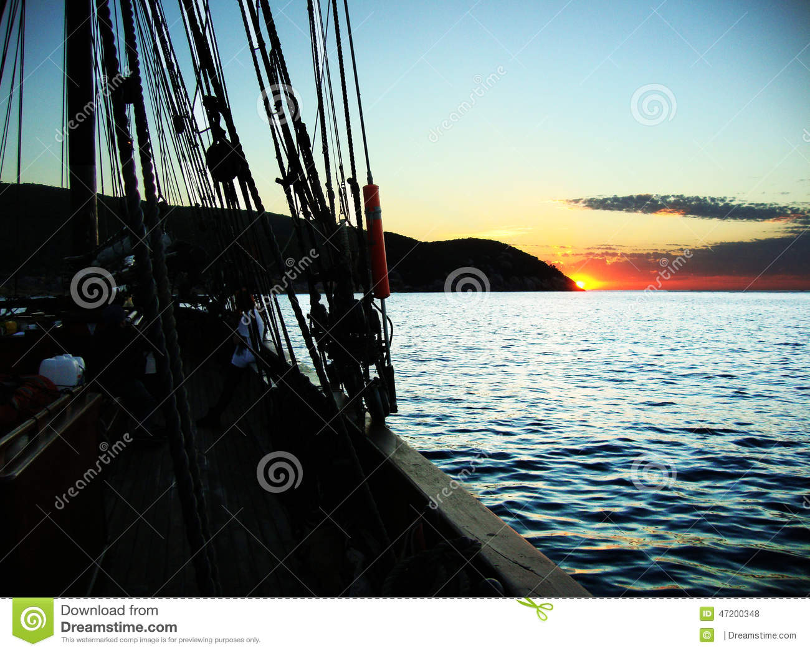 Salida del sol de una nave alta