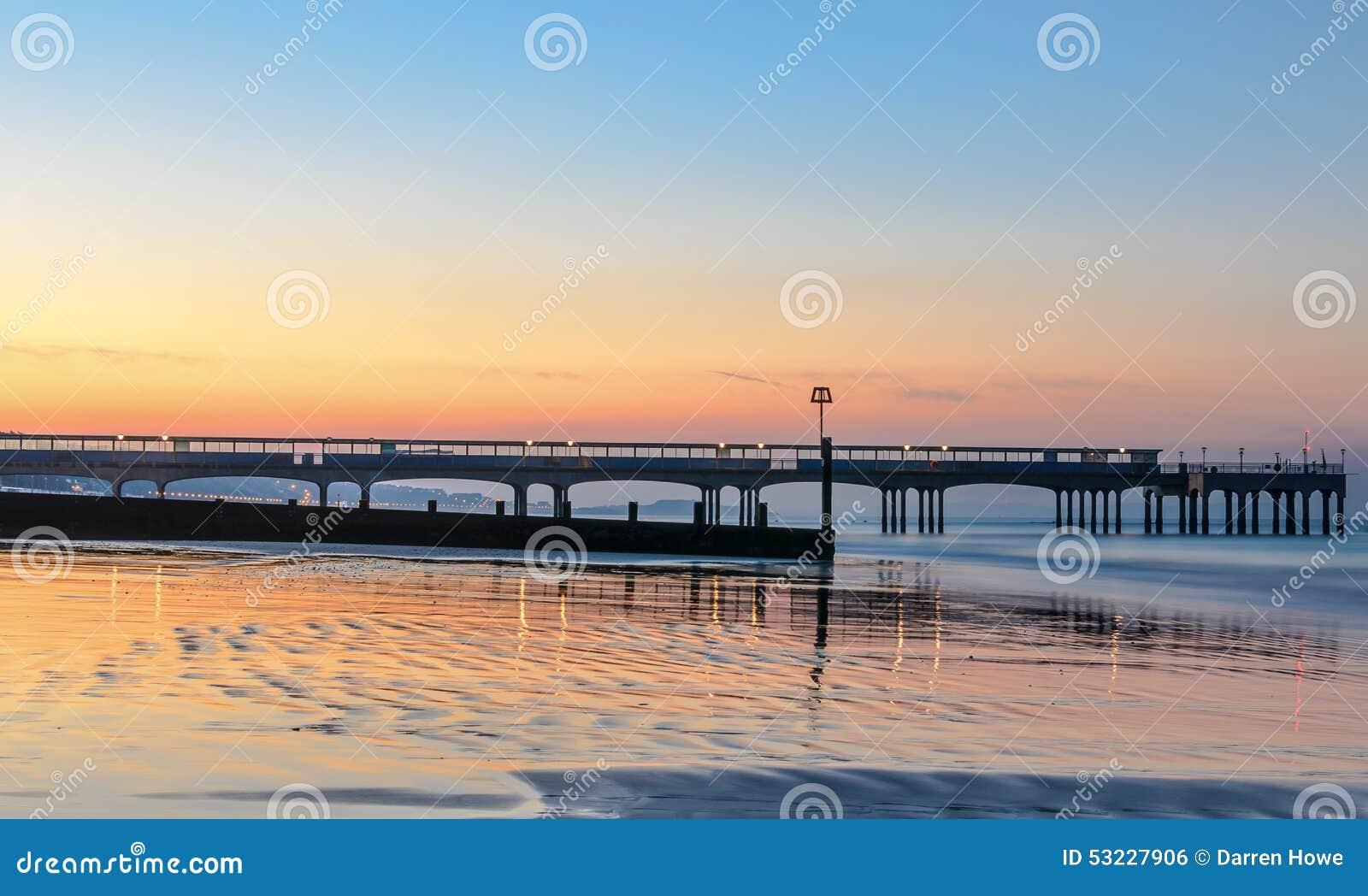 Salida del sol del embarcadero de Boscombe