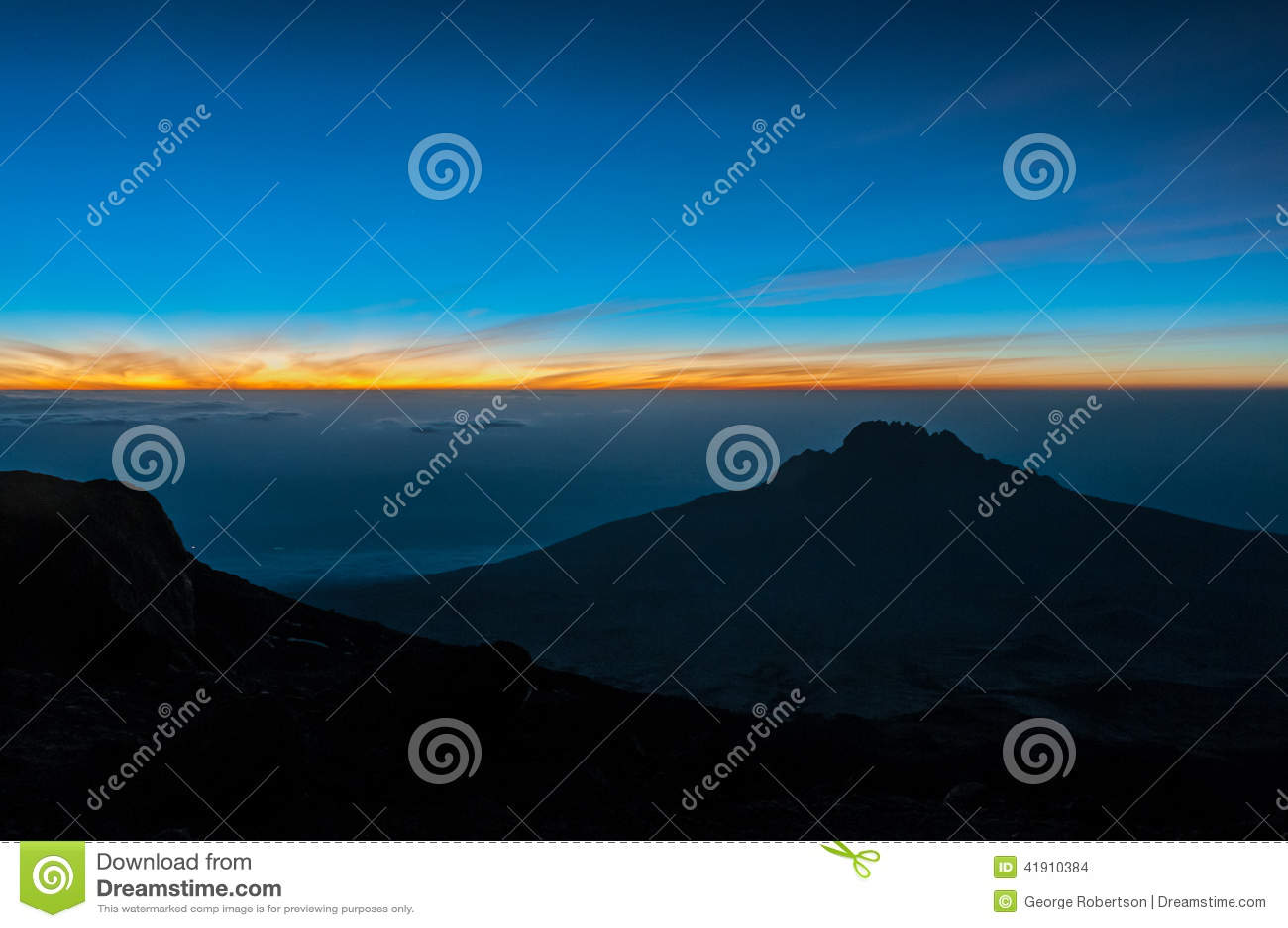 Salida del sol el la noche de la cumbre, Kilimanjaro