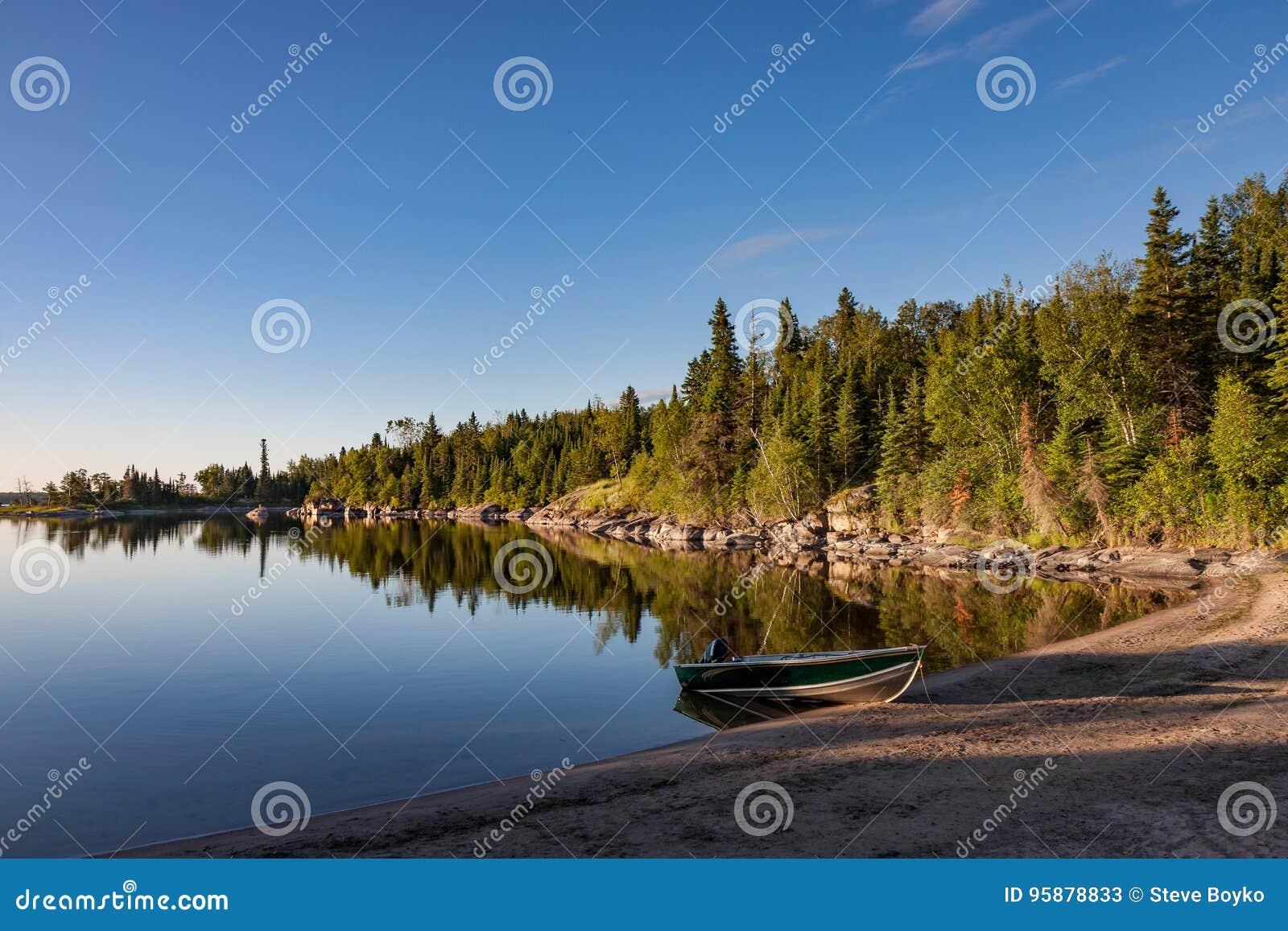 Salida del sol en el lago Manitoba Nutimik